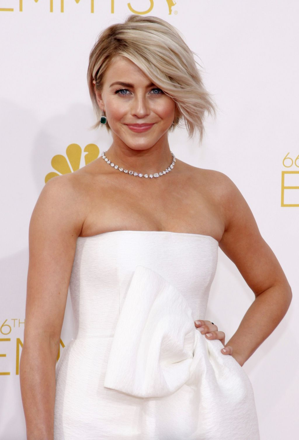 Best Medium Length Hairstyles Women Over For Most Recent Julianne Hough Medium Haircuts (View 5 of 20)