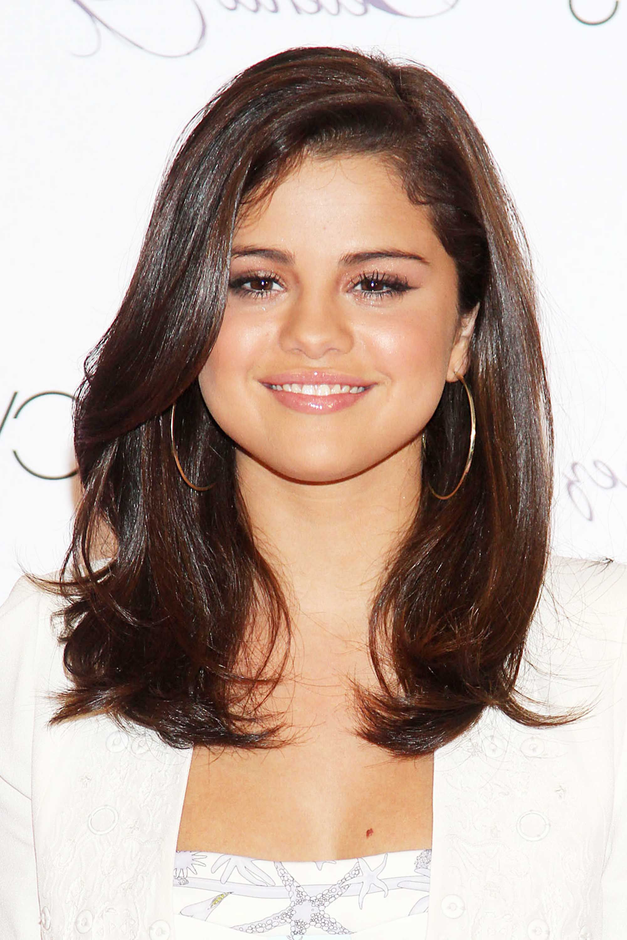 Best Selena Gomez Hairstyles – 32 Hair Ideas From Selena Gomez Regarding Well Known Selena Gomez Medium Haircuts (View 2 of 20)