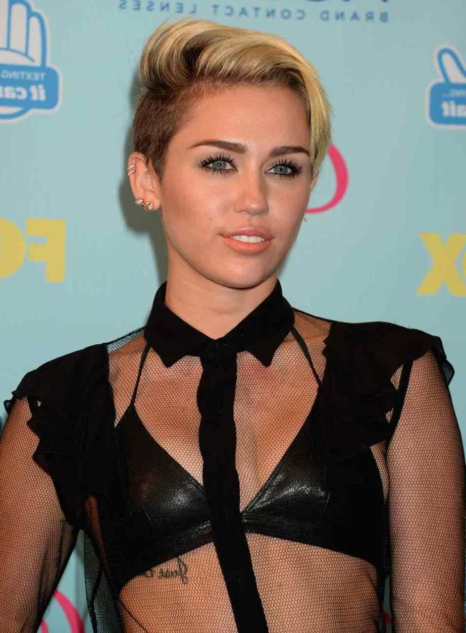 Best Shoulder Length Haircuts Miley Cyrus Hairstyles Of All Time Within Most Current Miley Cyrus Medium Haircuts (View 5 of 20)
