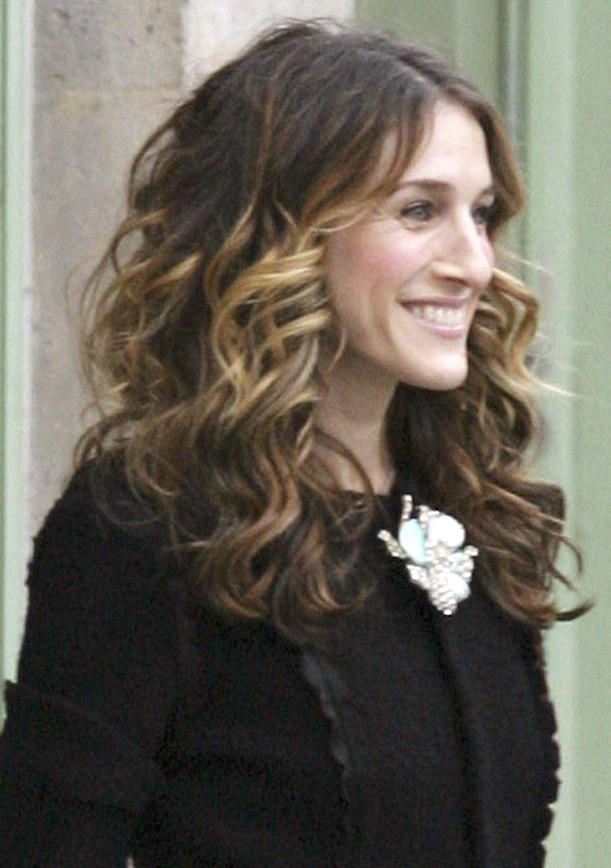 Celebrate Sjp's Birthday With Carrie Bradshaw's Best Hair Moments With Newest Carrie Bradshaw Medium Haircuts (View 8 of 20)