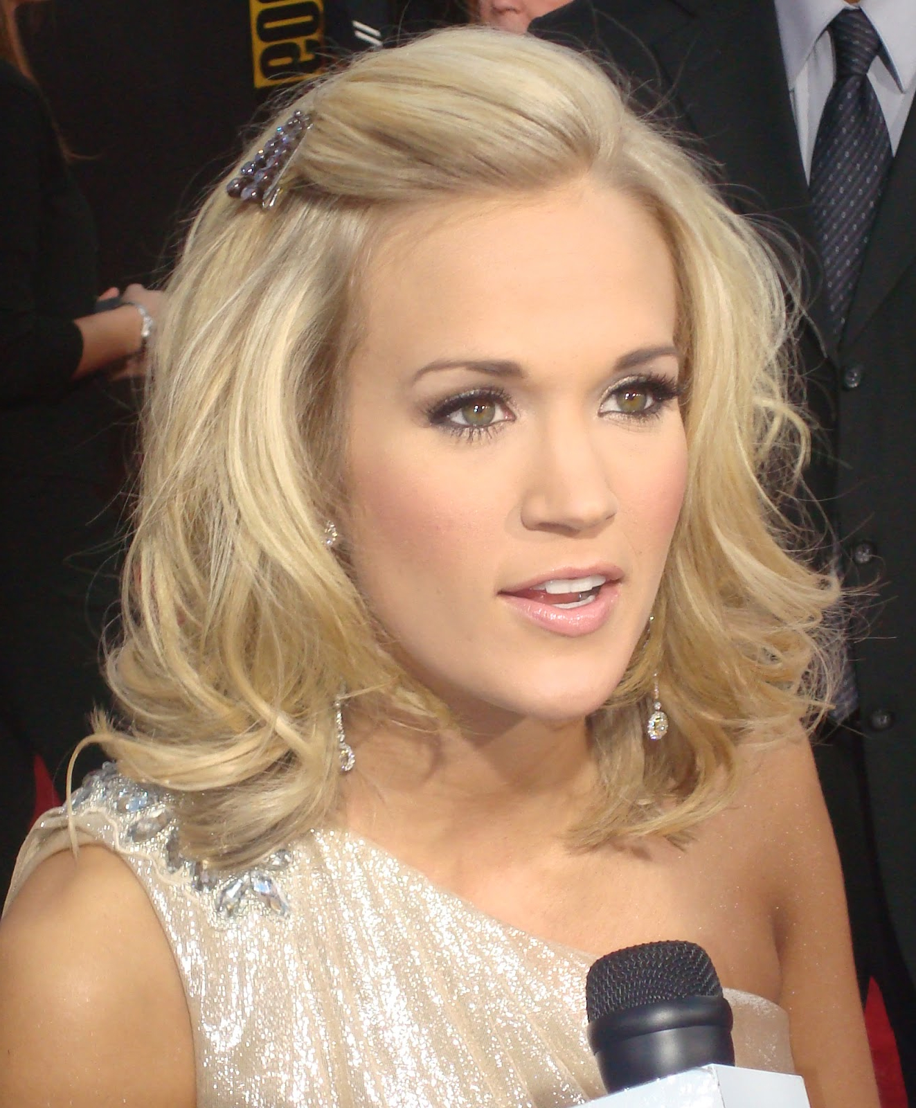 Celebrity Hairstyle: Carrie Underwood Cool Haircuts (View 9 of 20)