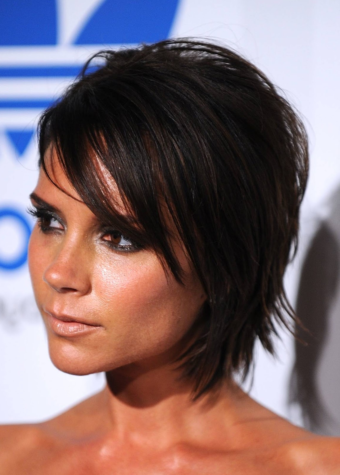 Celebrity Hairstyle: Victoria Beckham Medium Haircut (View 3 of 20)