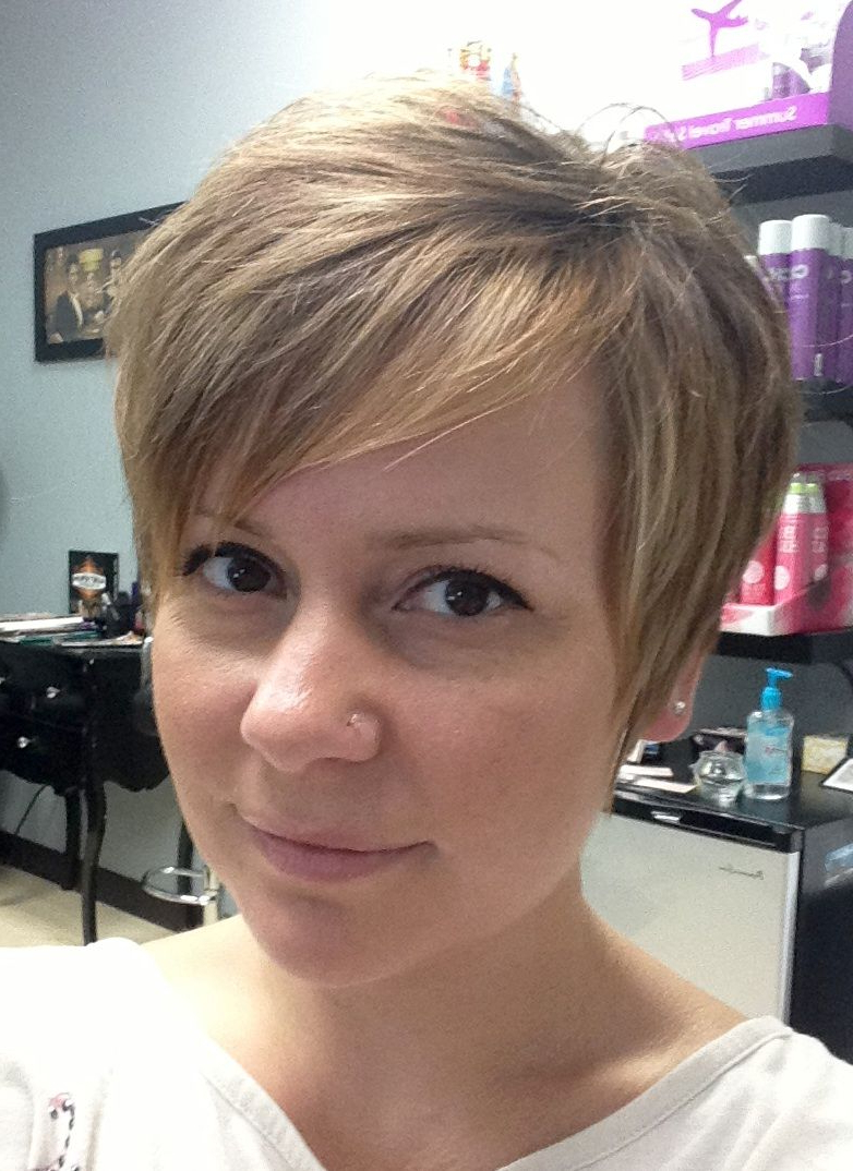 Current Medium Hairstyles For Growing Out A Pixie Cut Inside A Step By Step Guide To Growing Out A Pixie Cut (View 9 of 20)