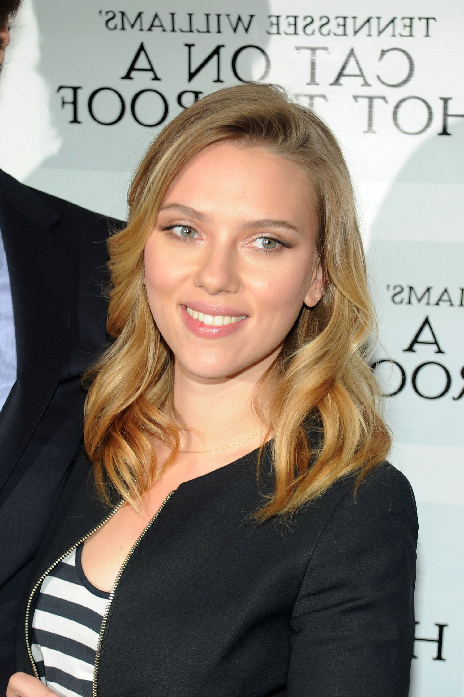 Current Scarlett Johansson Medium Hairstyles Within Scarlett Johansson Shows Off The Exact Most Flattering Spot To Put (View 6 of 20)