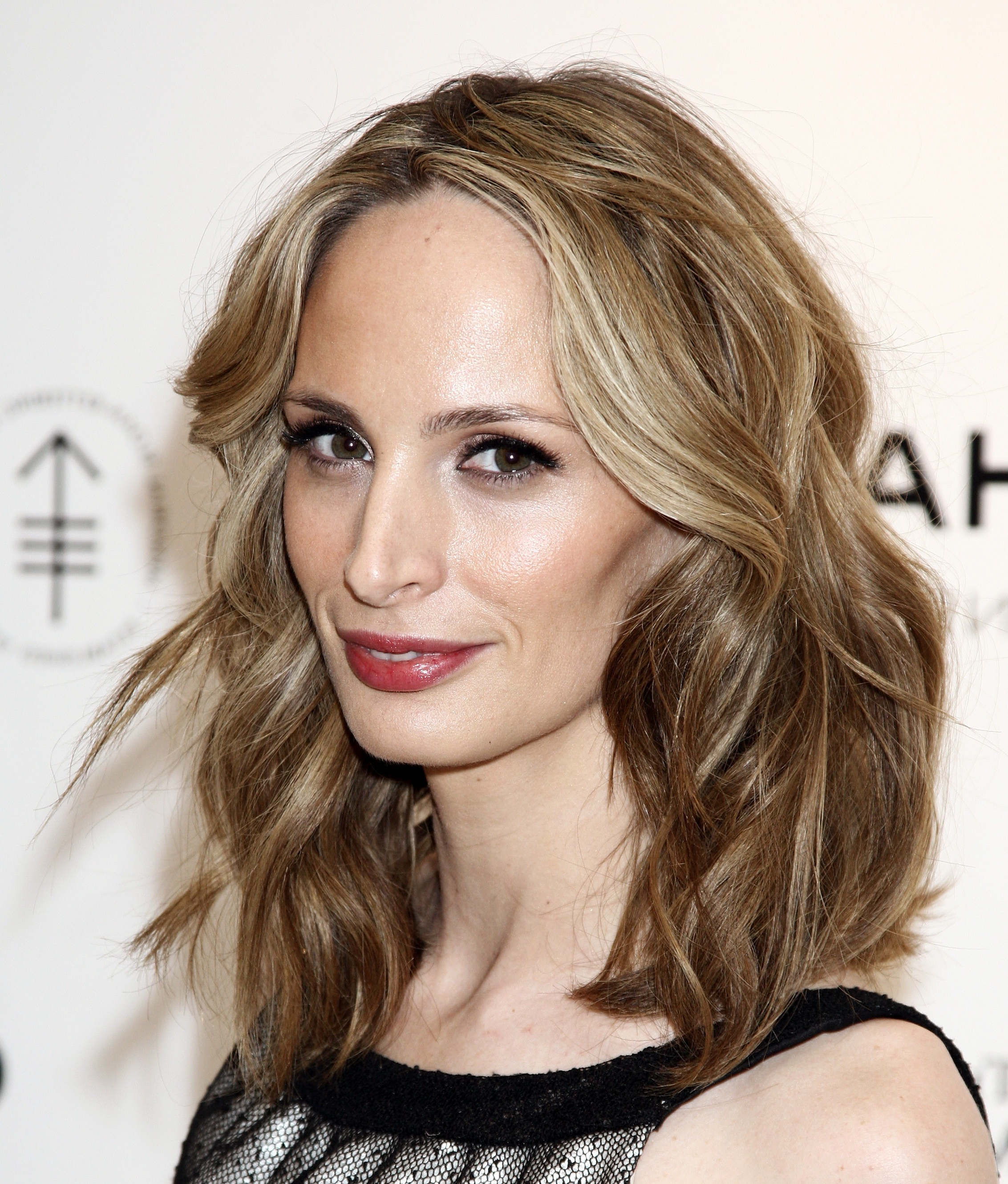 Current Women Medium Haircuts For Round Faces With Regard To Medium Hairstyle : Licious Medium Long Haircuts For Round Faces (View 5 of 20)