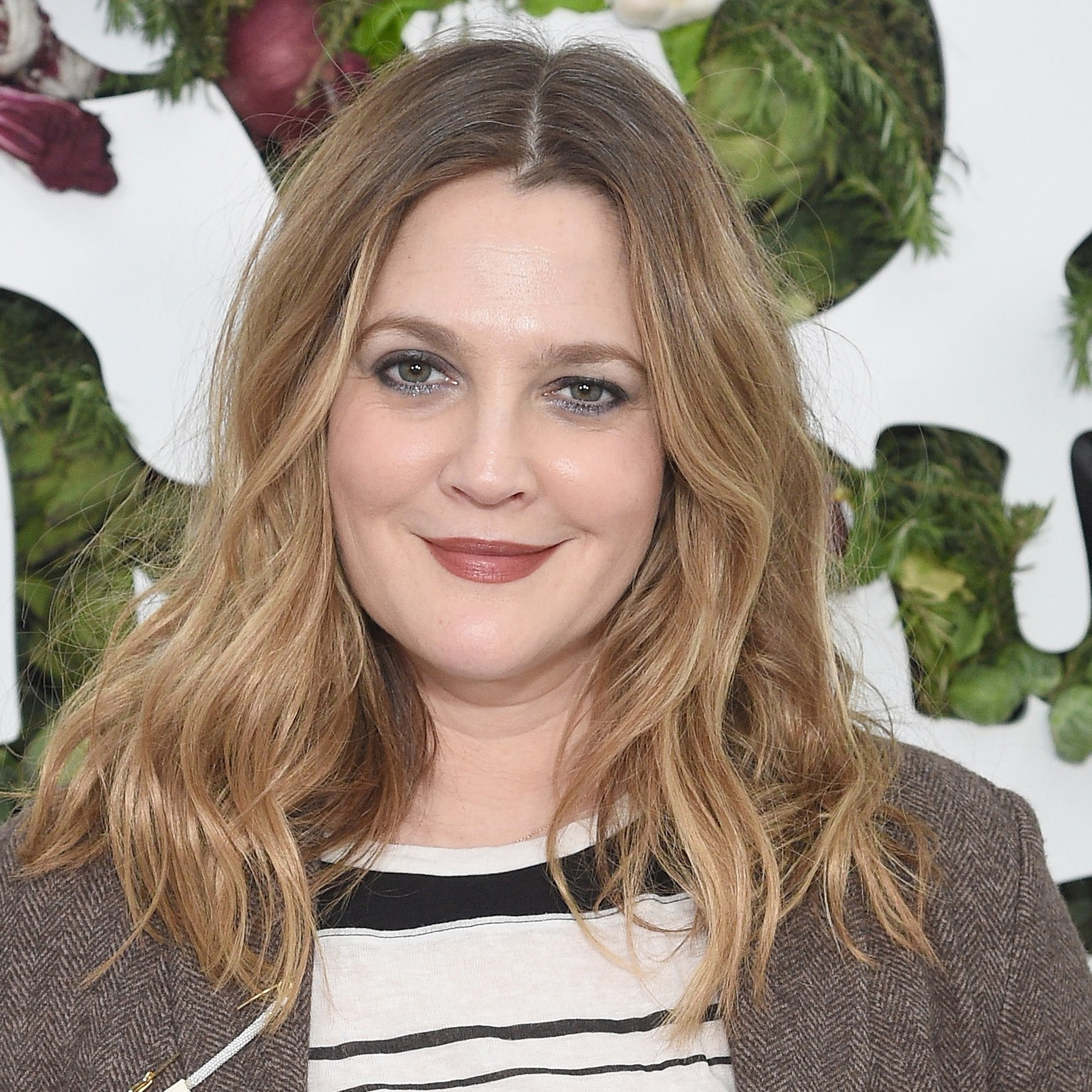"Drew Barrymore Claims Aloe Vera Meat ""suctioned"" Redness From Her Within Most Recent Drew Barrymore Medium Hairstyles (View 14 of 20)"
