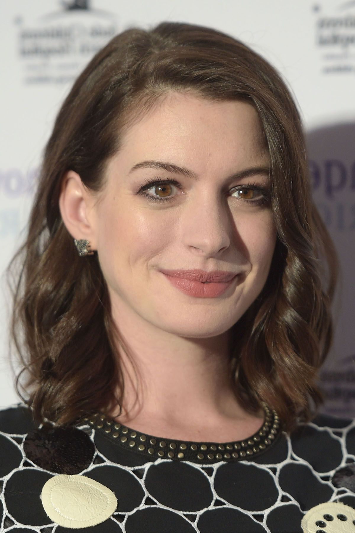 Famous Anne Hathaway Medium Haircuts Inside Anne Hathaway Medium Haircut – Gallery Hairstyle Ideas (View 8 of 20)