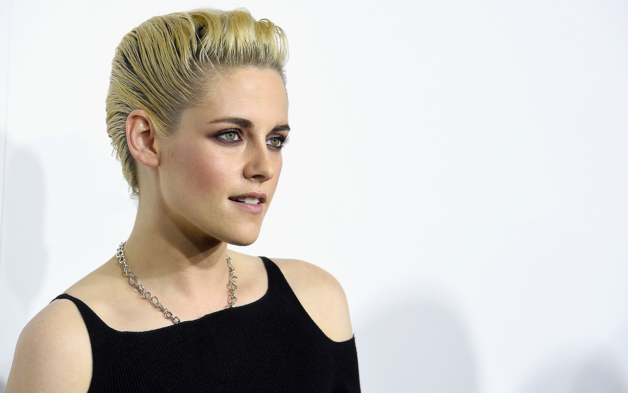Famous Kristen Stewart Medium Hairstyles With Regard To Kristen Stewart's 25 Most Daring Hairstyles (View 15 of 20)