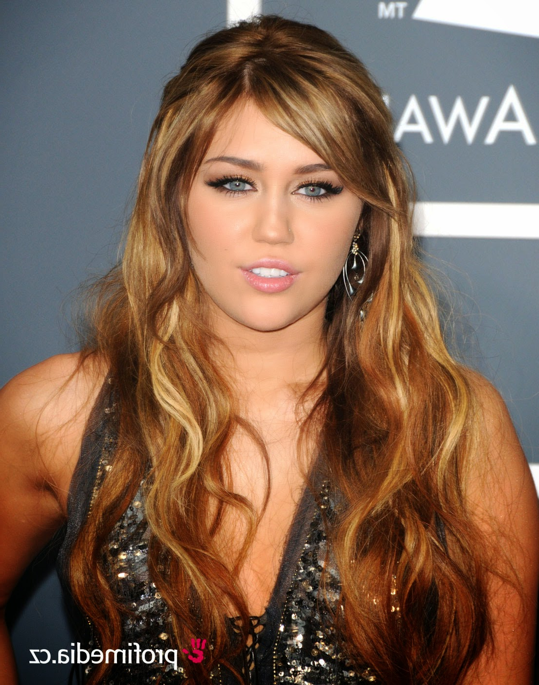 Famous Miley Cyrus Medium Haircuts With Regard To Miley Cyrus Hairstyles – Miley Cyrus' Superstar Tale (View 9 of 20)