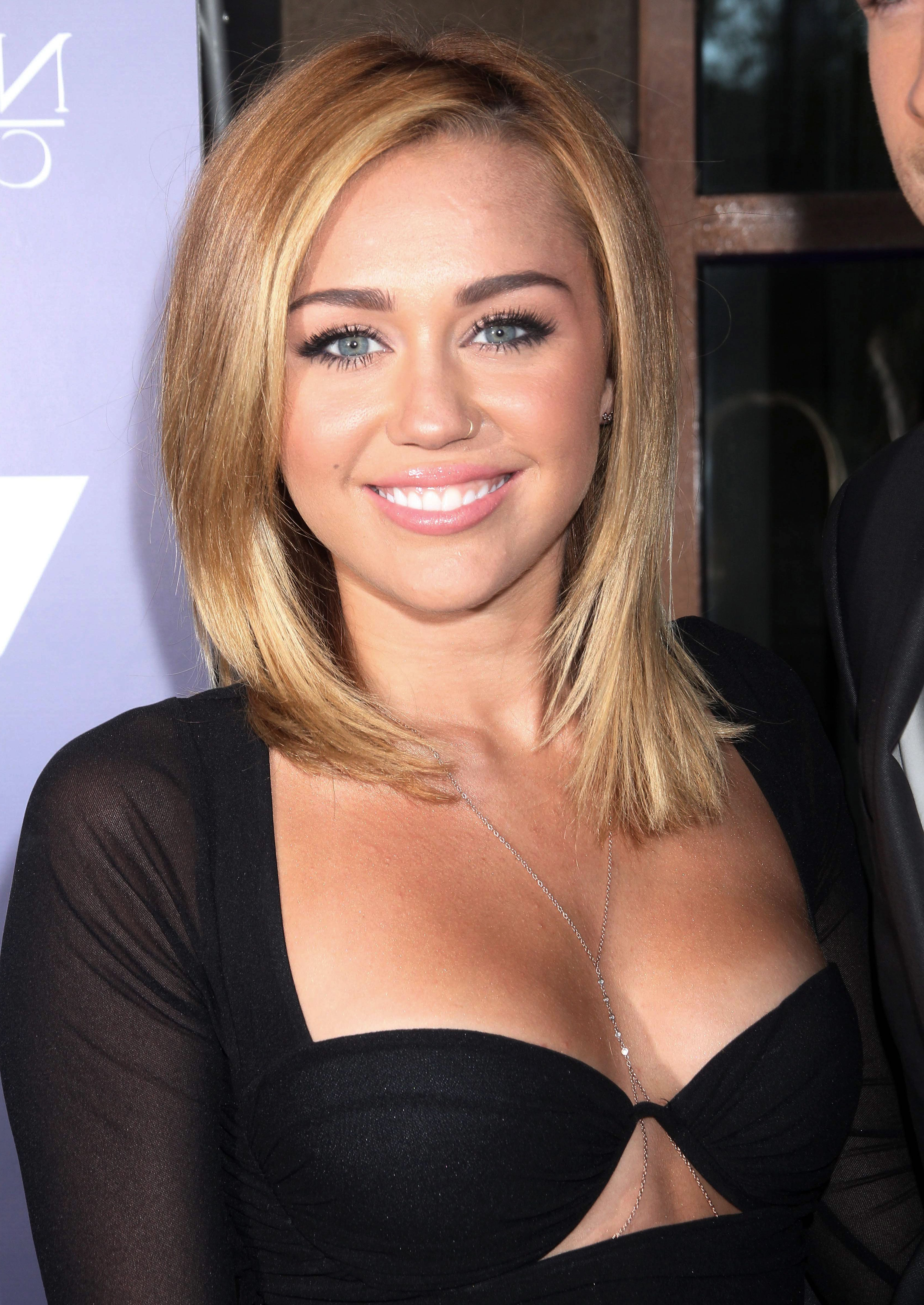 Famous Miley Cyrus Medium Hairstyles With Which Miley Cyrus Are You? (View 4 of 20)