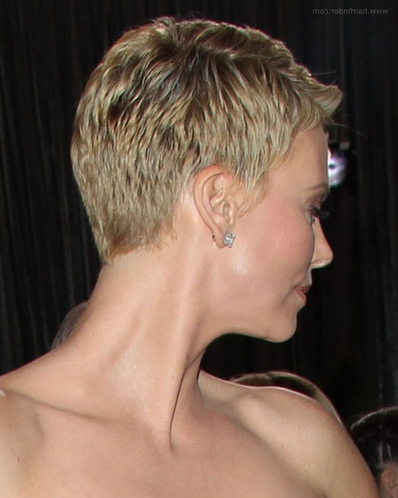 Fashionable Charlize Theron Medium Haircuts In Charlize Theron (Gallery 10 of 20)