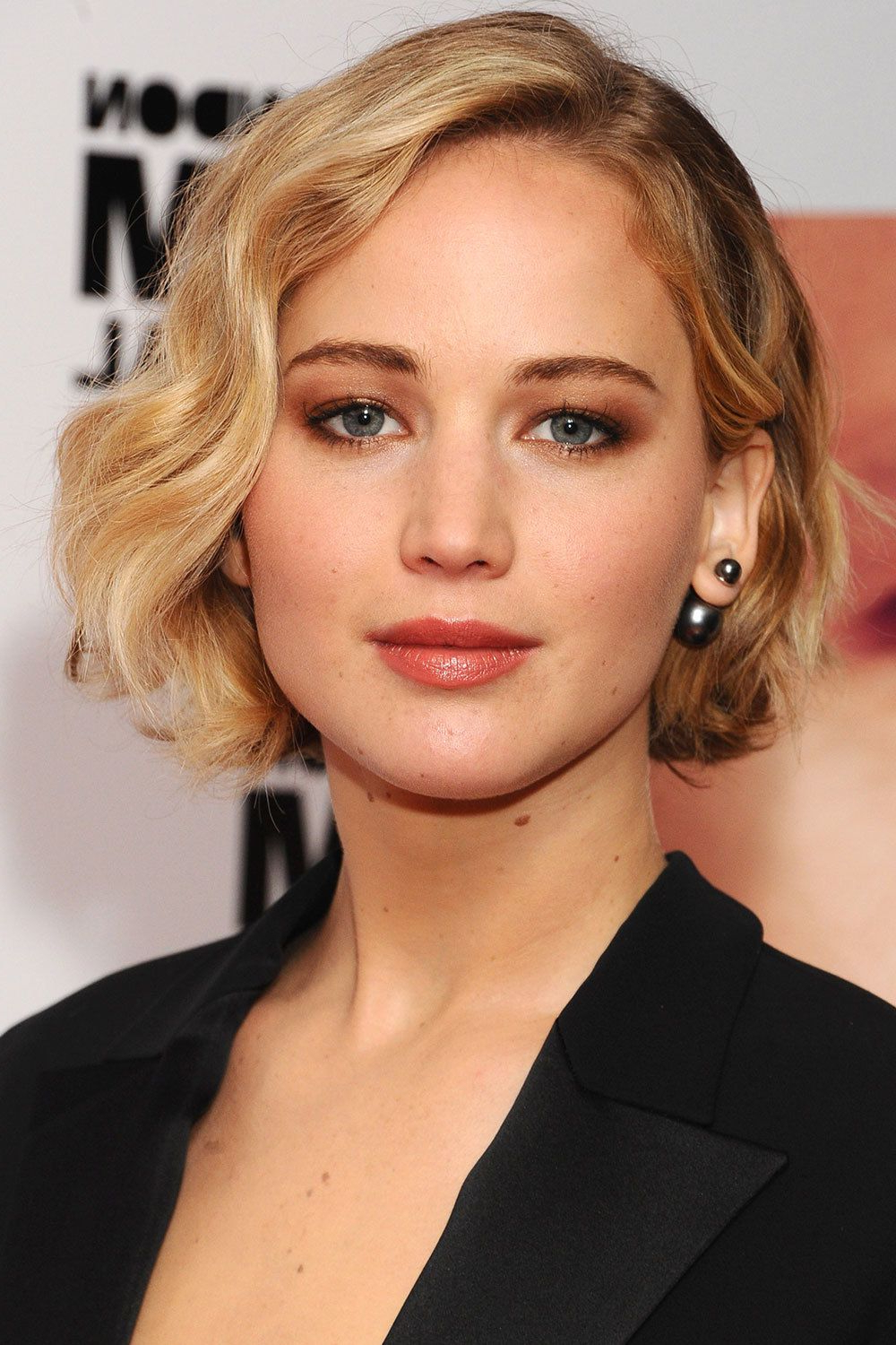Fashionable Jennifer Lawrence Medium Hairstyles Inside Bob Hairstyle Inspiration – Best Celebrity Bob Haircuts (View 5 of 20)