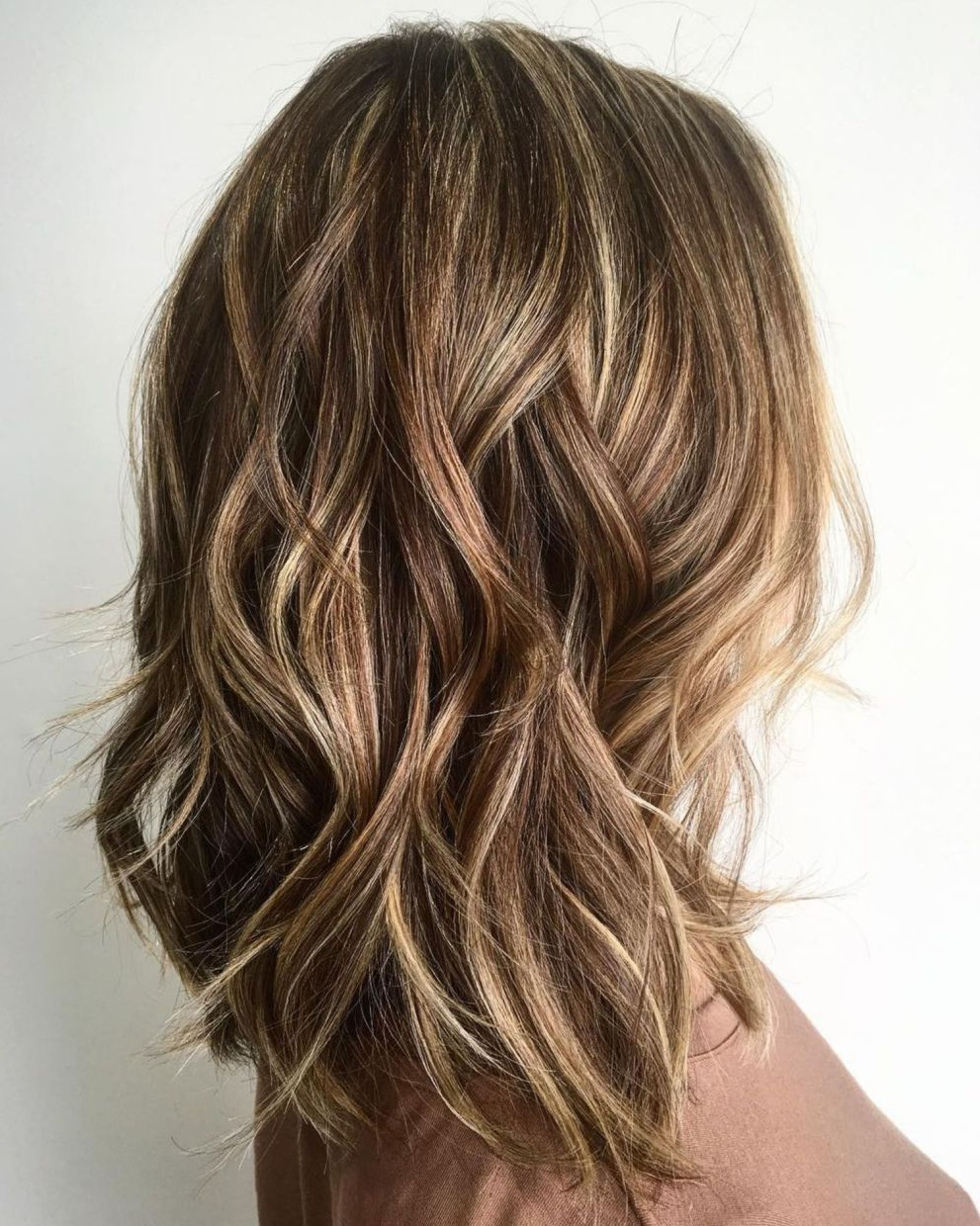 Fashionable Medium Hairstyles And Highlights Intended For 60 Fun And Flattering Medium Hairstyles For Women In 2018 (Gallery 18 of 20)