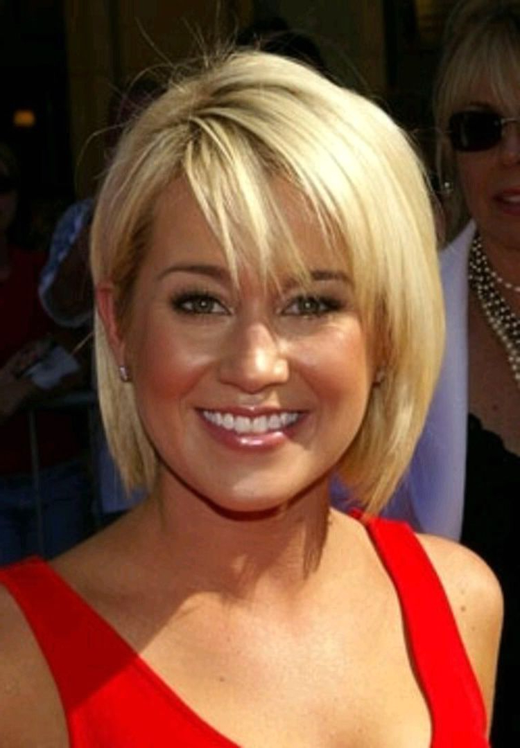 Fashionable Perfect Layered Blonde Bob Hairstyles With Bangs Inside Women Hairstyle : Short Hairstyles For Thin Hair Best Fine Haircuts (View 13 of 20)