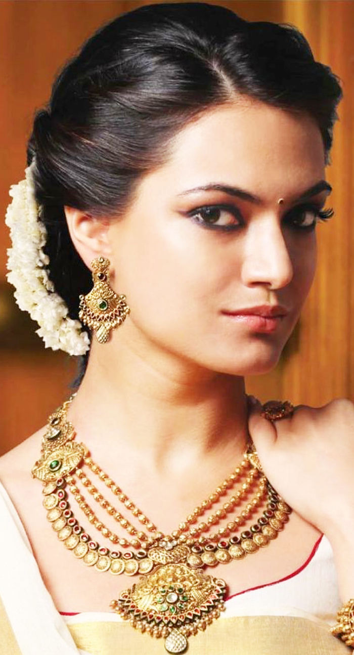 Fashionspick Within Trendy Indian Bridal Medium Hairstyles (View 6 of 20)