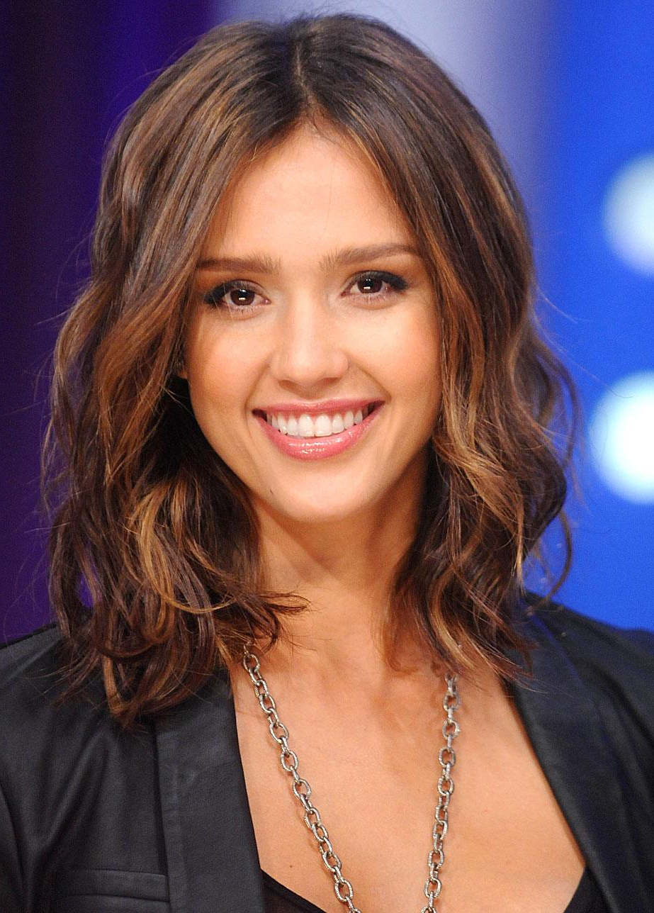 Favorite Jessica Alba Medium Haircuts Within Jessica Alba Haircuts (View 6 of 20)