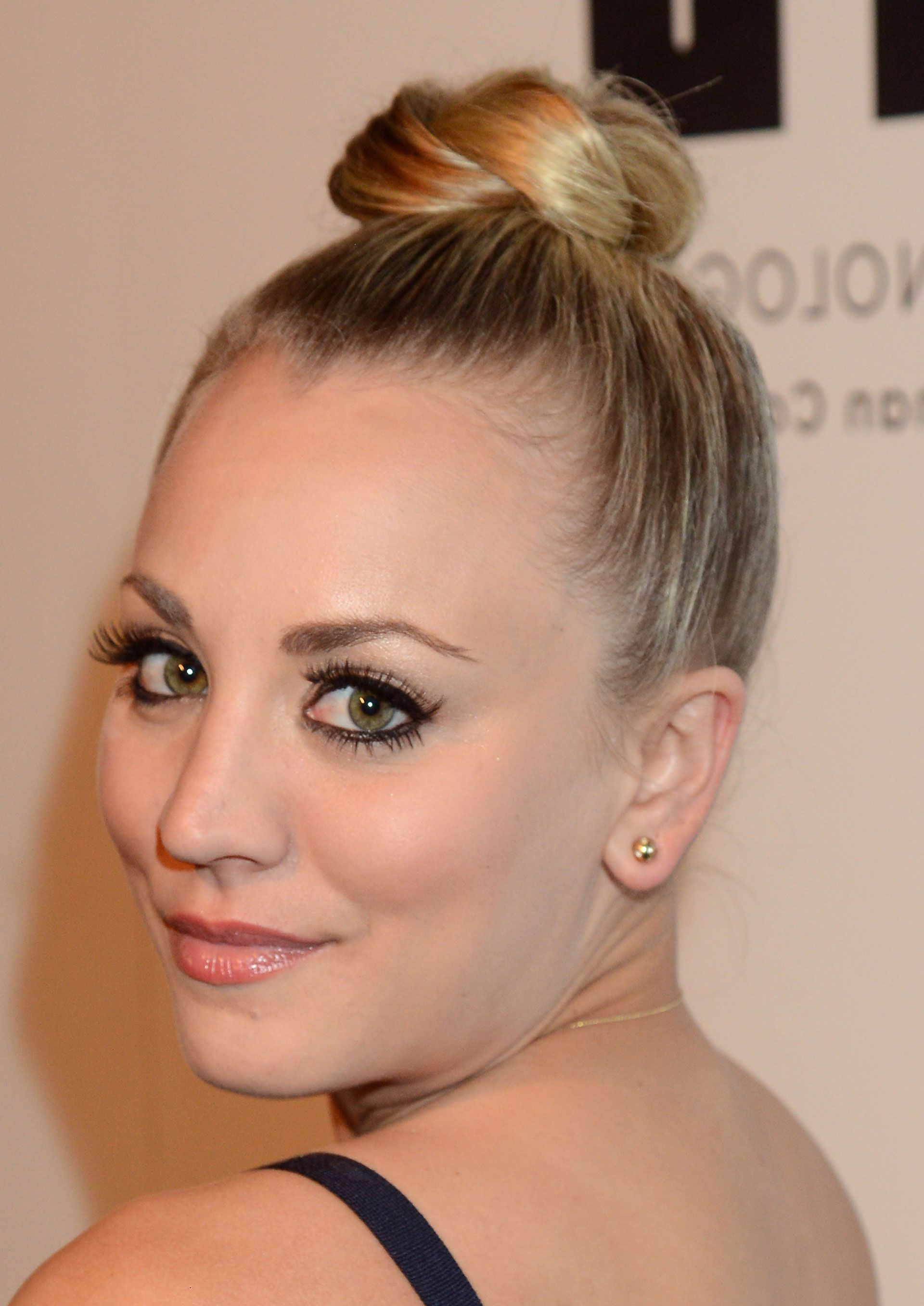 Favorite Kaley Cuoco Medium Hairstyles Pertaining To 45 Hairstyles For Round Faces – Best Haircuts For Round Face Shape (Gallery 14 of 20)