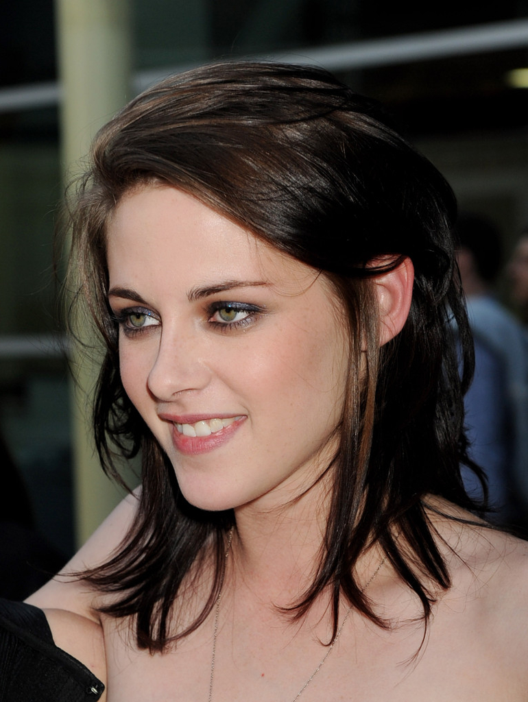 Favorite Kristen Stewart Medium Hairstyles Regarding More Pics Of Kristen Stewart Medium Wavy Cut (1 Of 13) – Shoulder (View 7 of 20)
