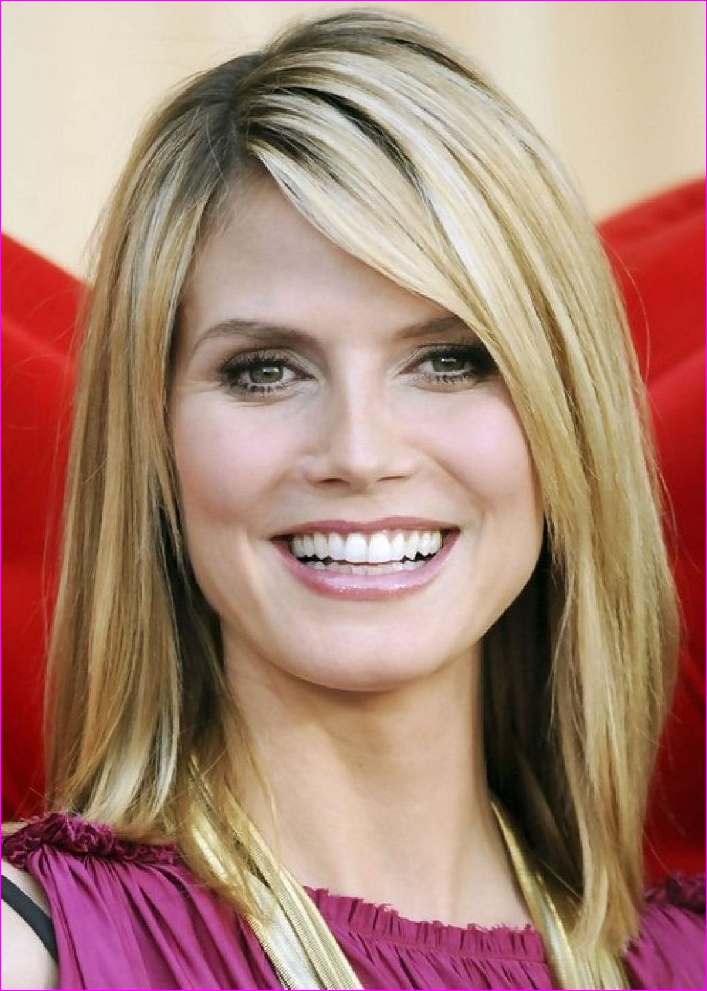 Favorite Medium Medium Haircuts With Side Bangs Regarding Medium Straight Hairstyles With Side Bangs (View 3 of 20)