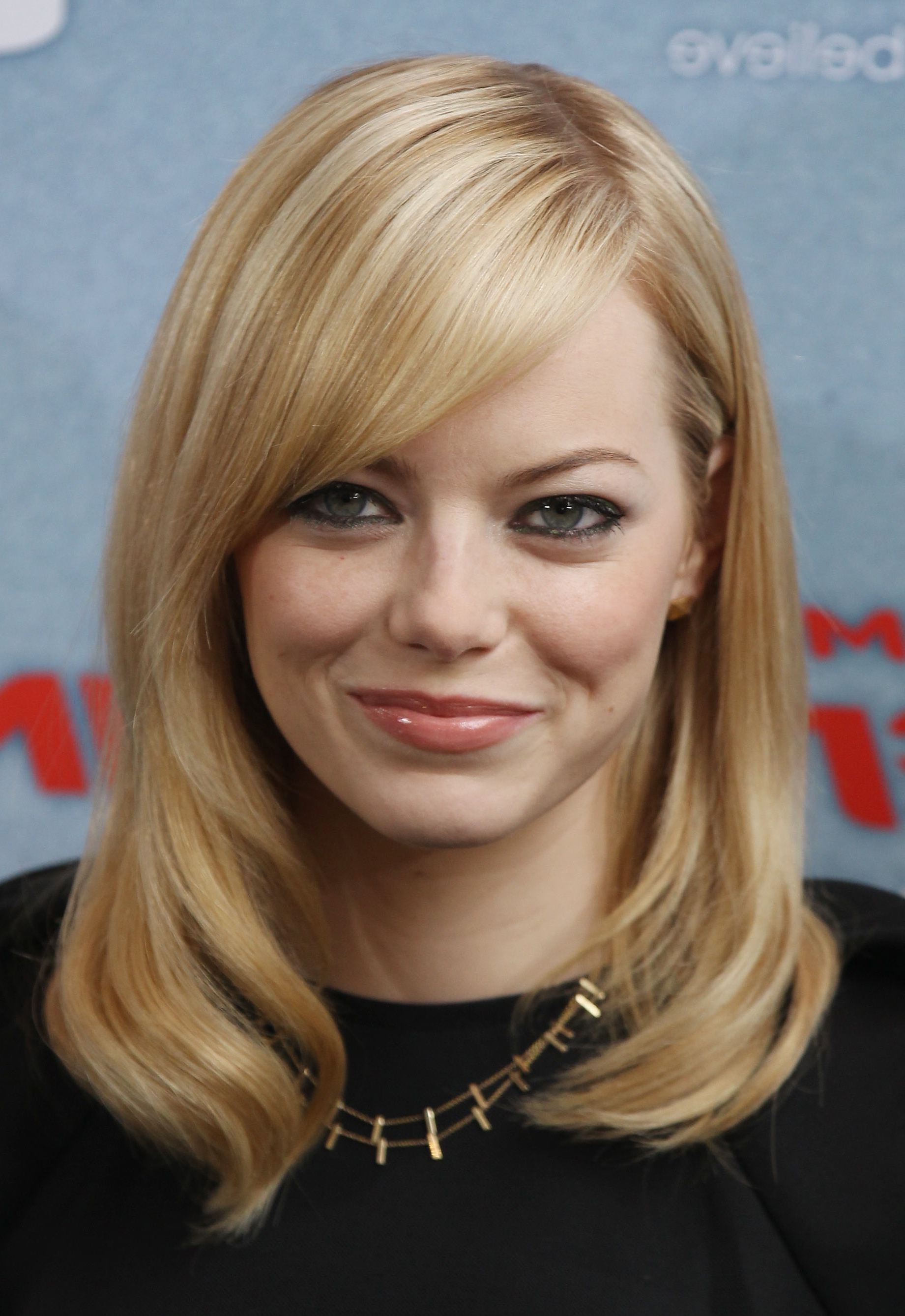 Flattering Celebrity Hairstyles For Round Faces (Gallery 19 of 20)