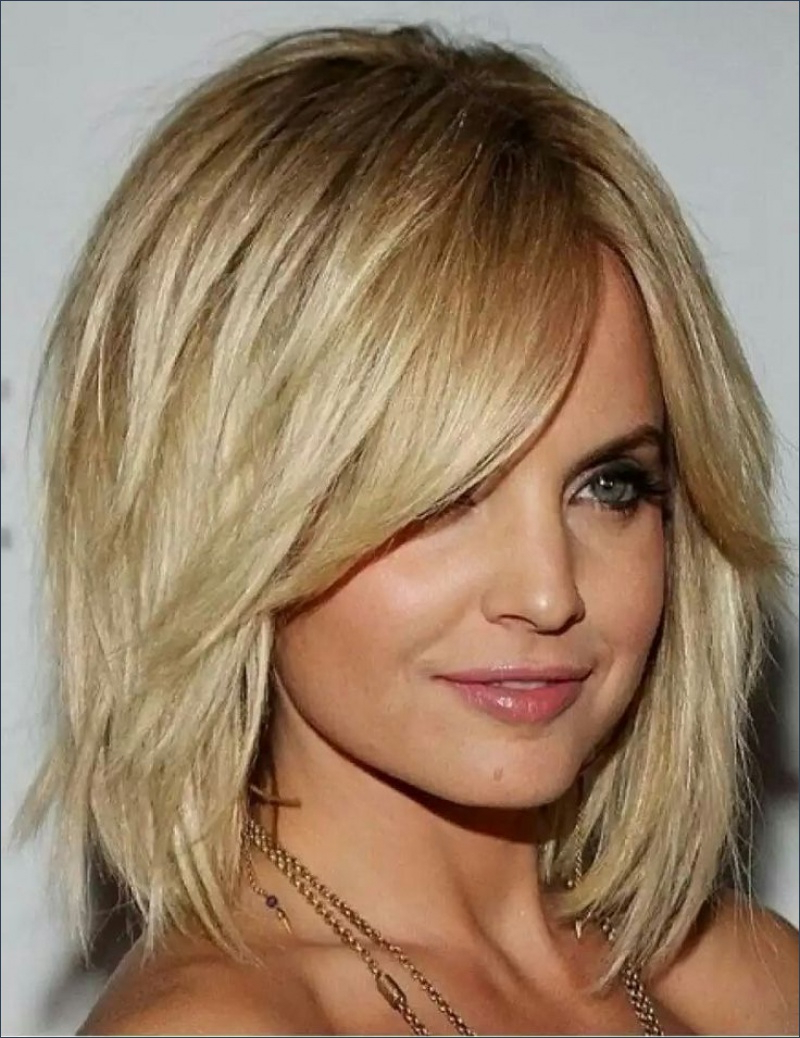 Gorgeous Hairstyles For Mid Length Hair With Fringe And Layers For Favorite Medium Hairstyles With Fringe And Layers (View 8 of 20)