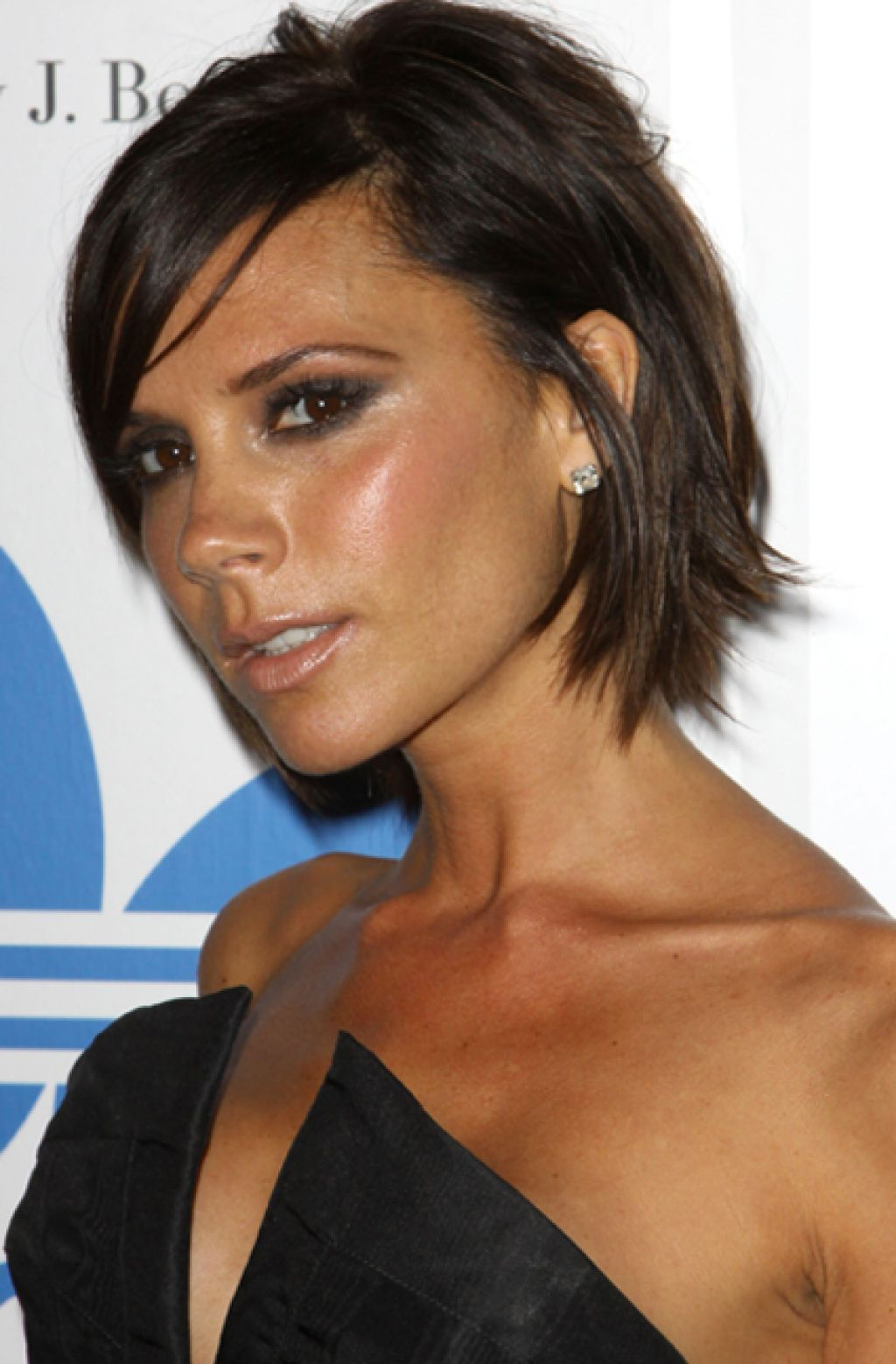 Hair And Makeup Regarding Most Up To Date Victoria Beckham Medium Haircuts (View 9 of 20)