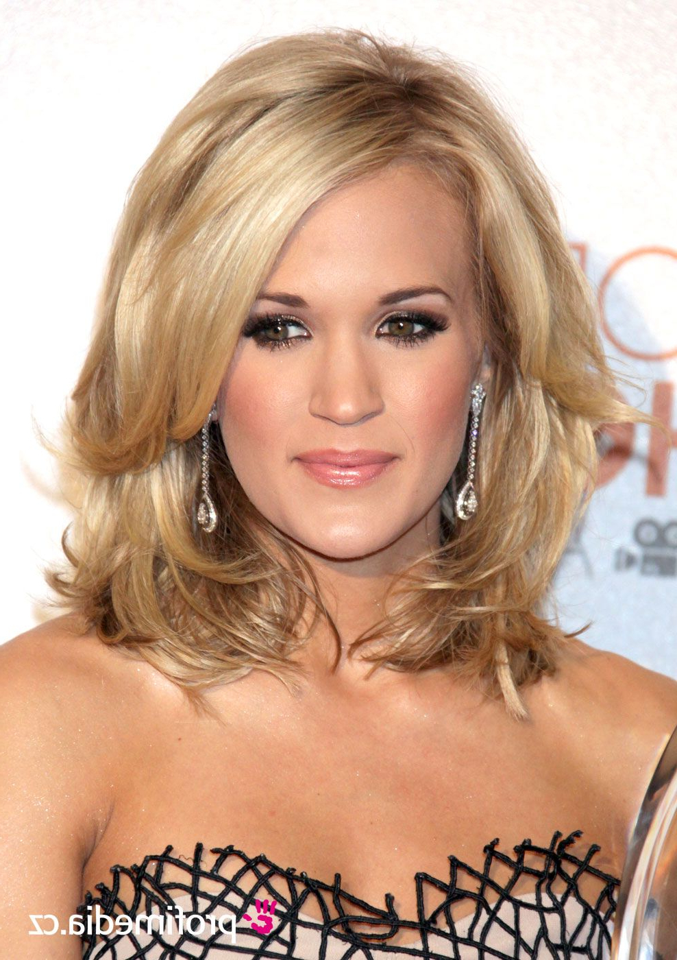 Featured Photo of Carrie Underwood Medium Hairstyles
