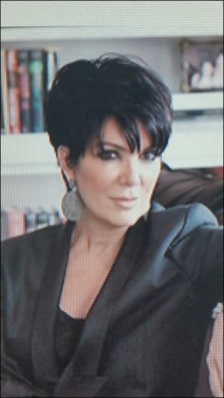 Featured Photo of Kris Jenner Medium Haircuts