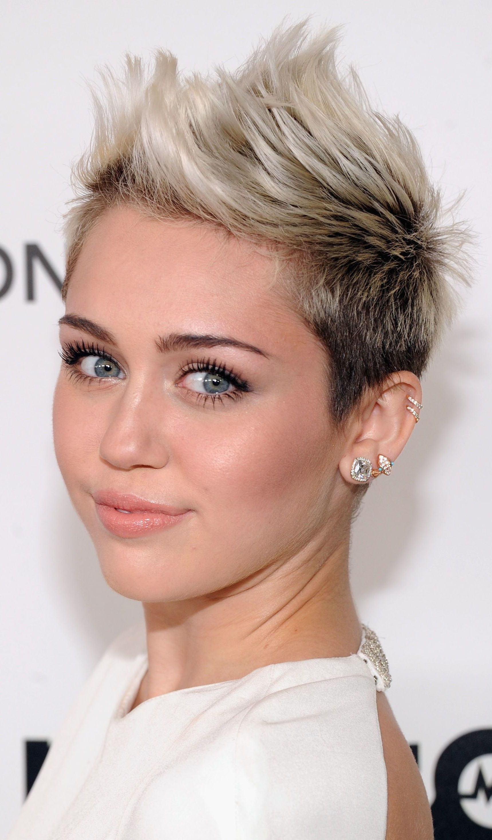 Hair With Regard To Well Liked Medium Haircuts Like Miley Cyrus (Gallery 9 of 20)