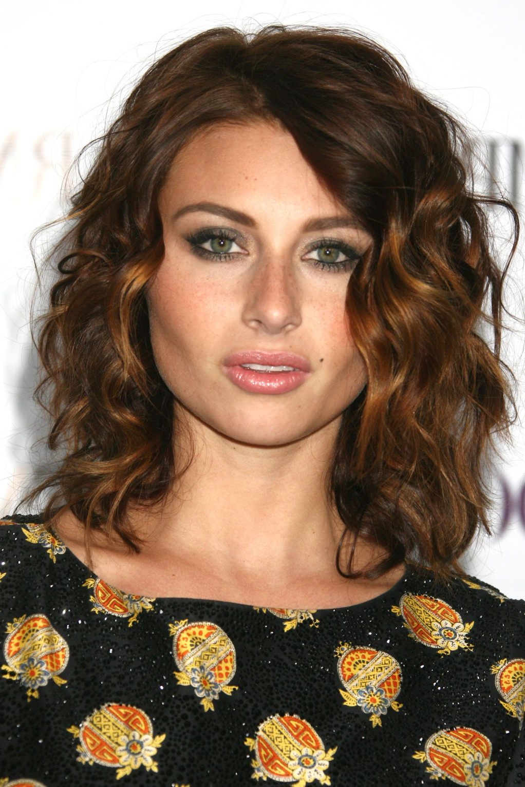 Hairdos Pertaining To Recent Medium Haircuts For Wavy Frizzy Hair (View 12 of 20)