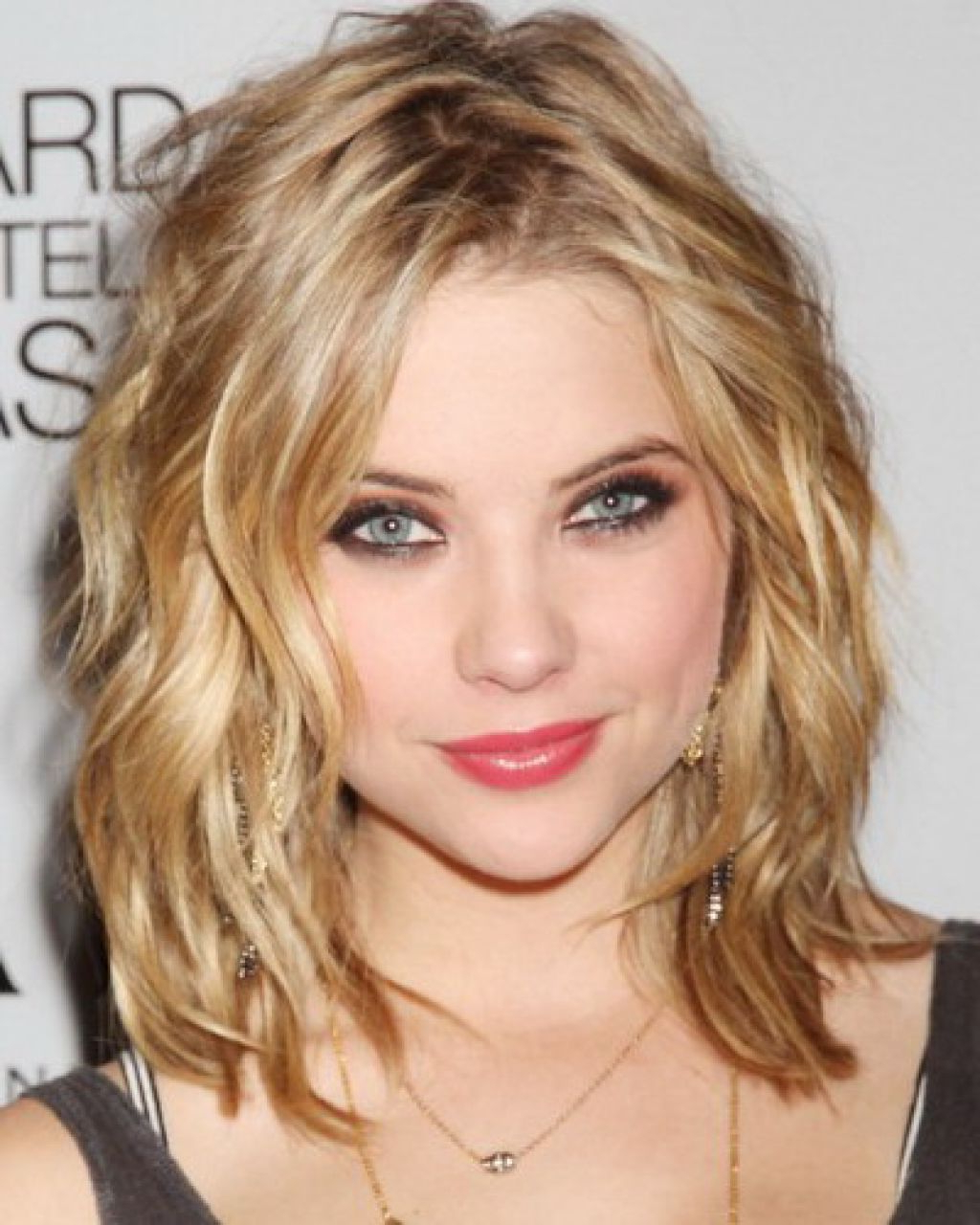 Hairstyle For Women: Shoulder Length Haircuts For Thin Straight With Best And Newest Medium Hairstyles For Thin Curly Hair (View 10 of 20)
