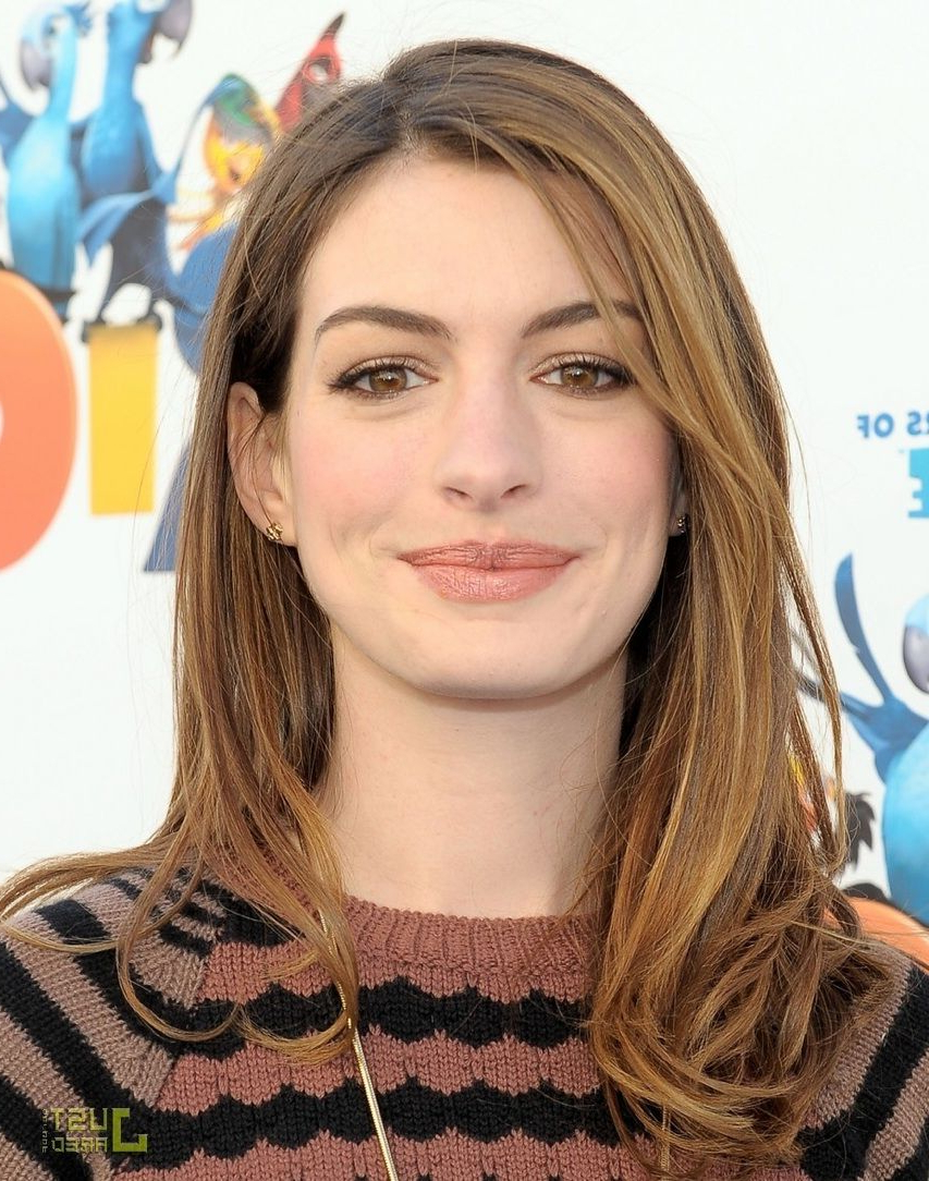 Hairstyles Anne Hathaway Shoulder Length Layered Blonde Hair (View 9 of 20)