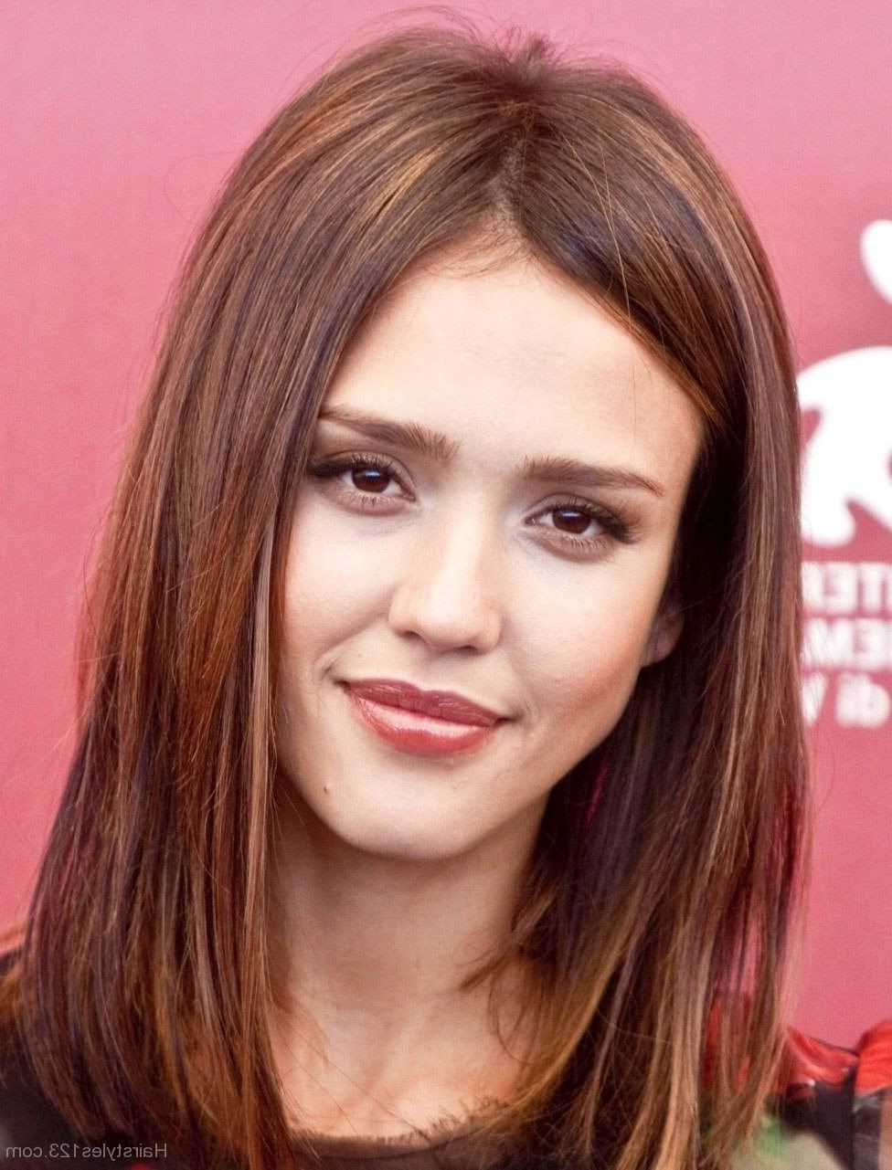 Hairstyles Library Regarding Widely Used Jessica Alba Medium Haircuts (View 9 of 20)
