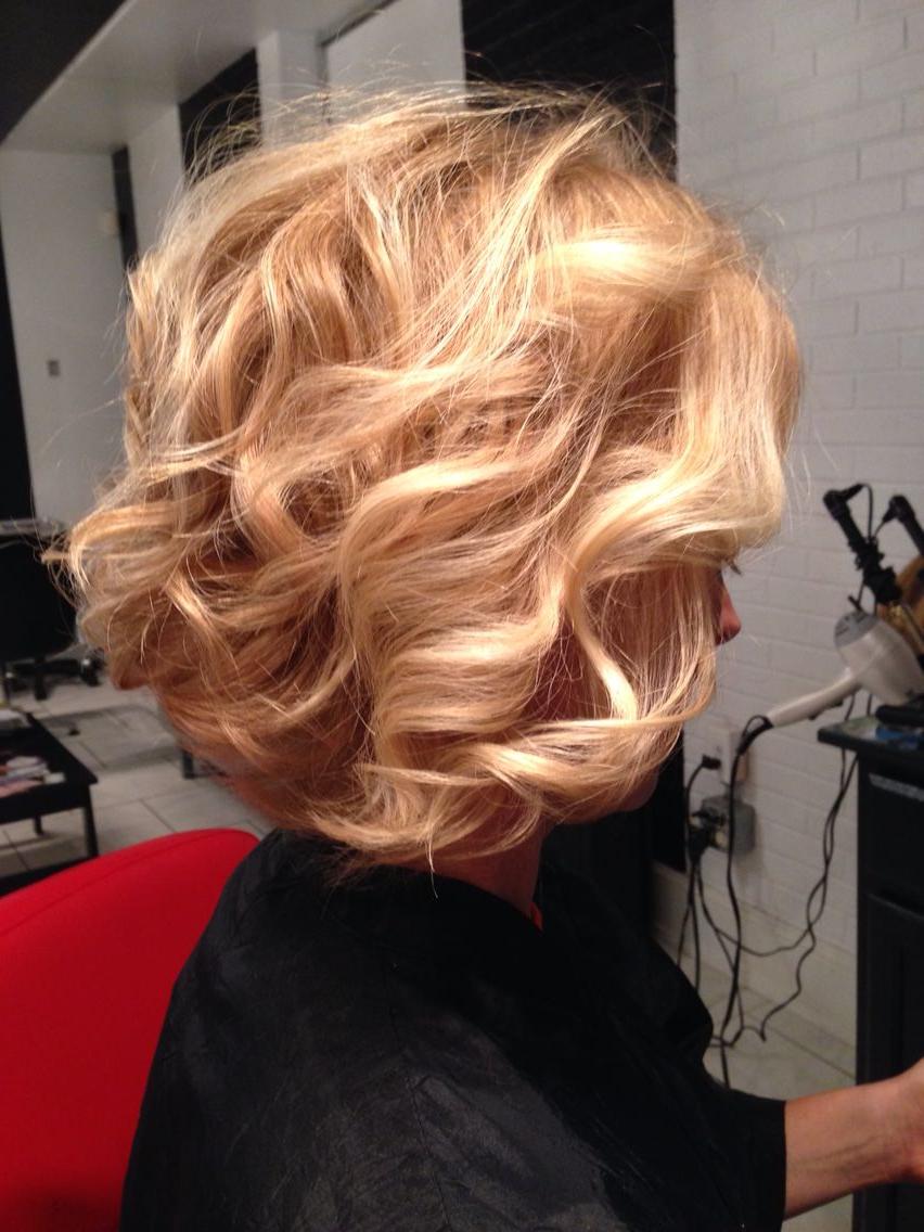 Honey Blonde, Natural Wavy Hair, Curled Bob, Strawberry Blonde With Regard To 2018 Strawberry Blonde Medium Haircuts (View 12 of 20)