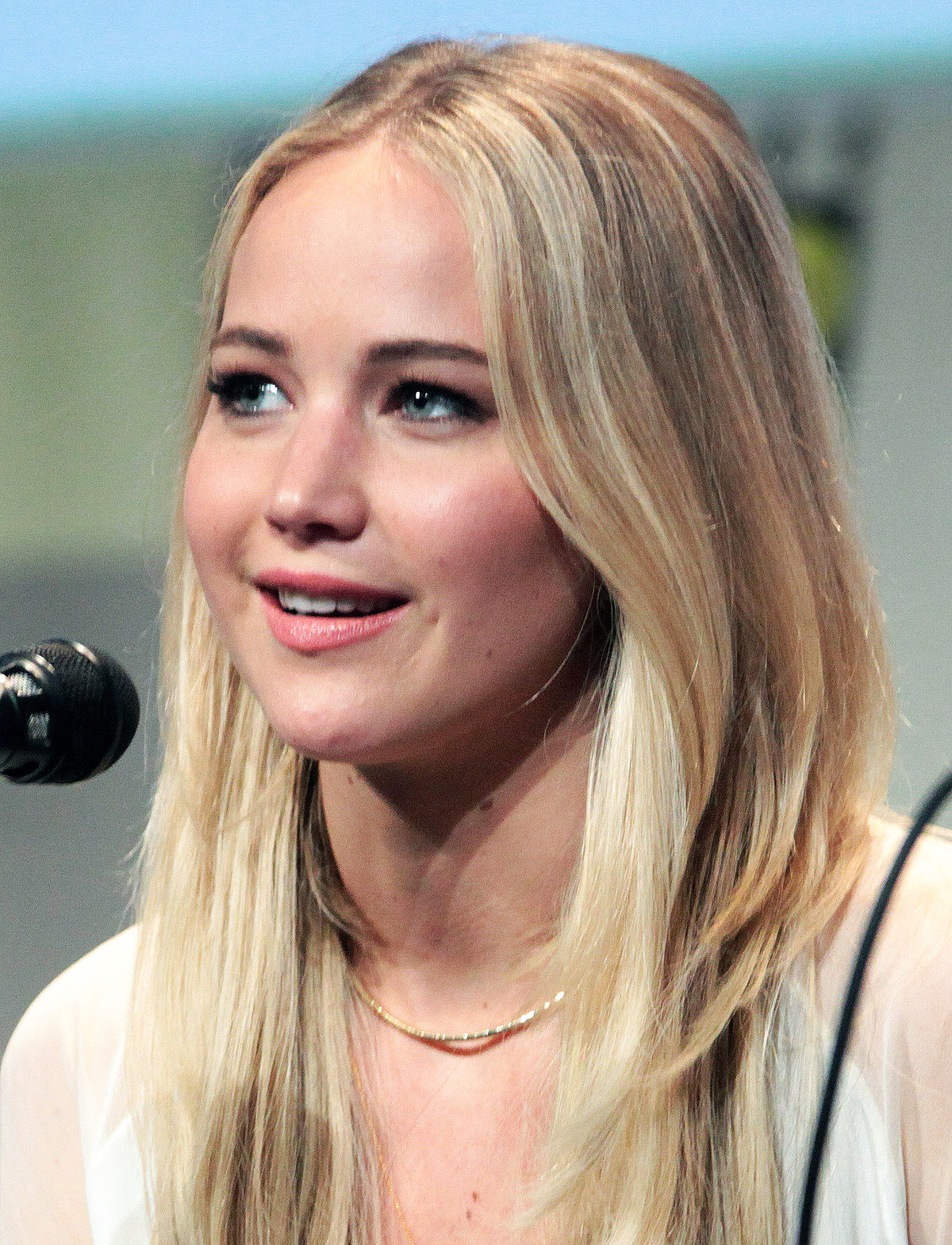 Jennifer Lawrence Medium Hair Jennifer Lawrence – Wikipedia With Most Recently Released Jennifer Lawrence Medium Hairstyles (View 10 of 20)