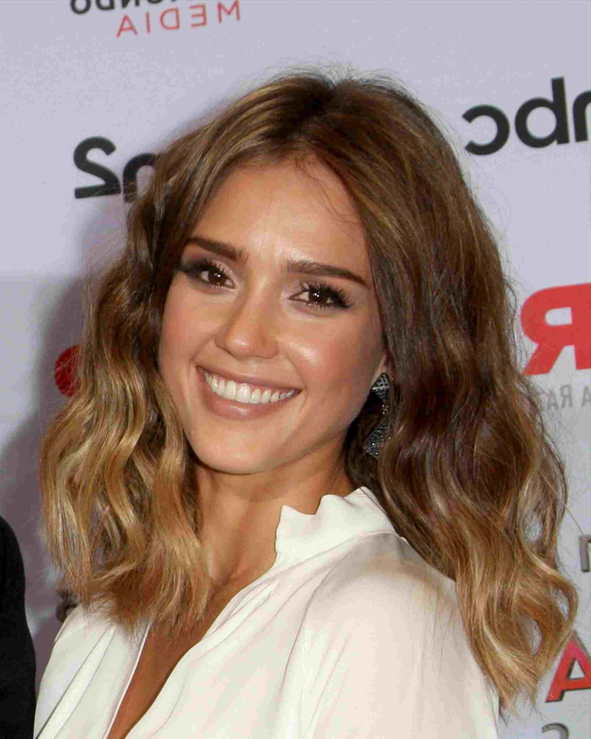 Jessica Alba Medium Hair Jessica Alba Medium Hairstyles – Hairstyles Regarding Newest Jessica Alba Medium Hairstyles (View 8 of 20)