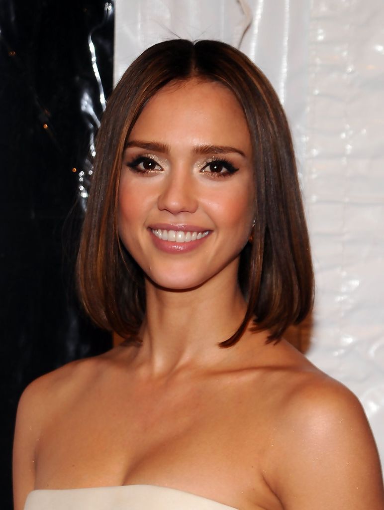 Jessica Alba's Medium Hairstyle – Easy To Manage Medium Hairstyles With Regard To Most Recent Jessica Alba Medium Hairstyles (View 10 of 20)