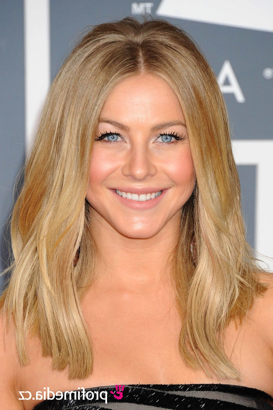 Julianne Hough – – Hairstyle – Easyhairstyler Within Current Julianne Hough Medium Hairstyles (View 5 of 20)