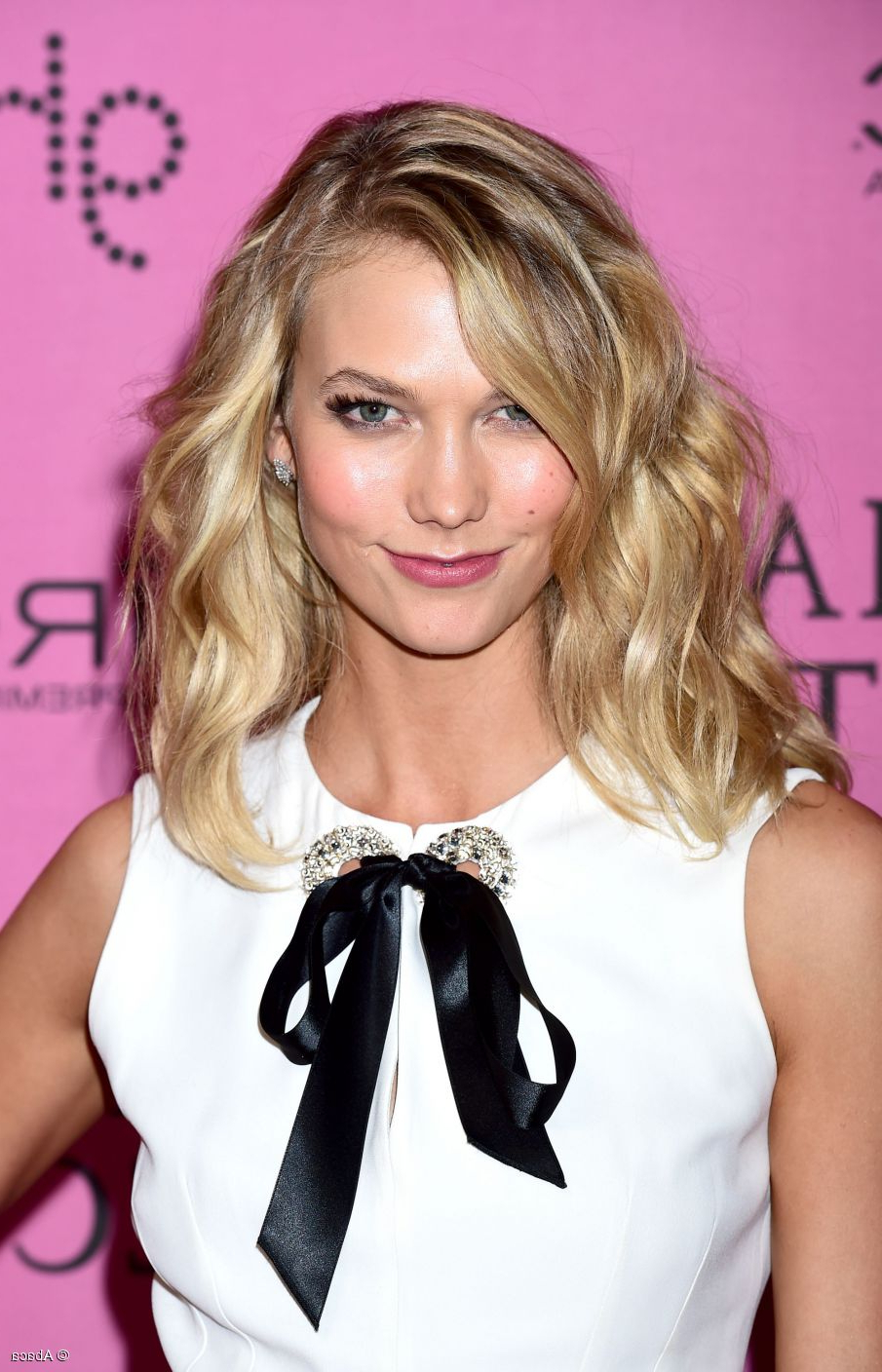 Karlie Kloss: 3 Ways To Wear Medium Length Layered Hair Within Famous Karlie Kloss Medium Haircuts (View 13 of 20)