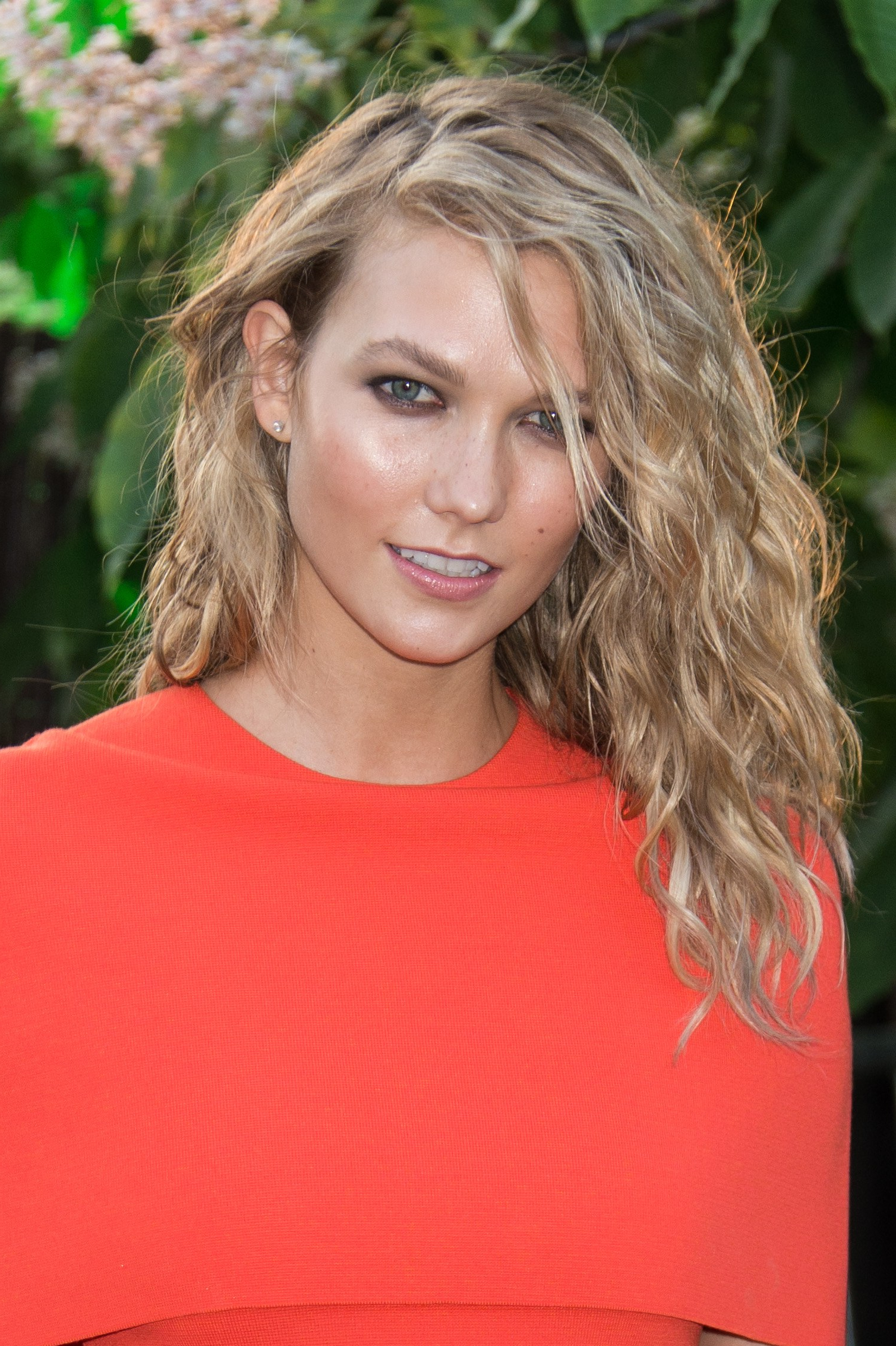 Karlie Kloss Shoulder Length Hair, Best, Easy Hairstyles For Medium For Current Karlie Kloss Medium Haircuts (View 11 of 20)