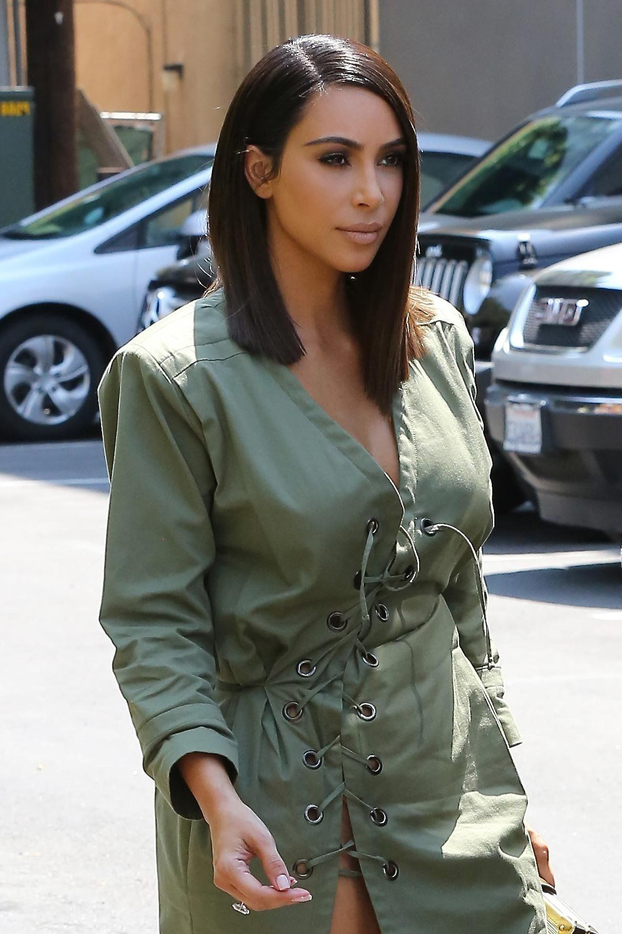 Kim Kardashian West Goes For The Shoulder Length Chop! (View 8 of 20)