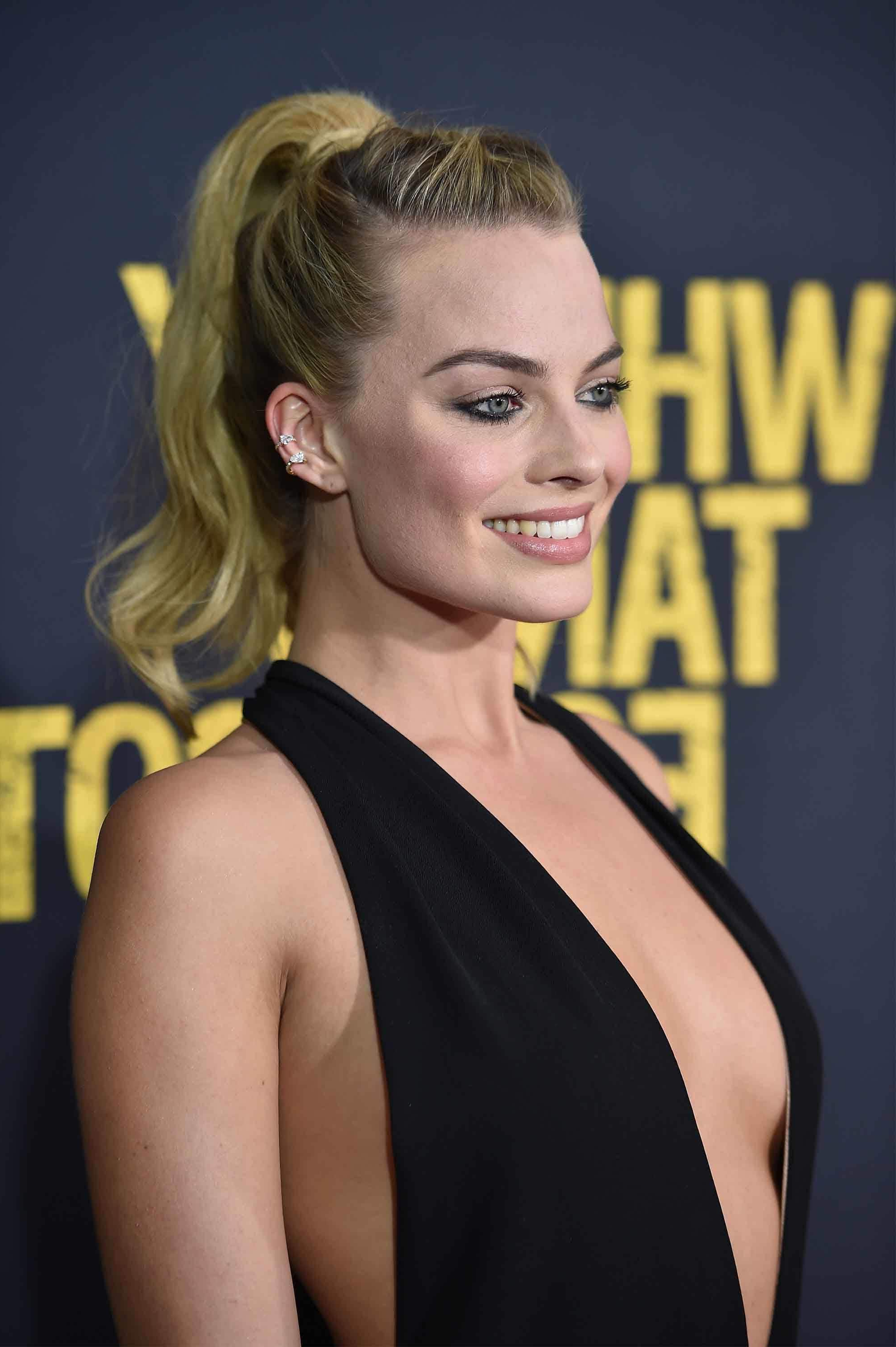 Latest Dramatic Medium Haircuts With Regard To Margot Robbie Hairstyles: Her Latest Red Carpet Looks & How To Get (View 14 of 20)