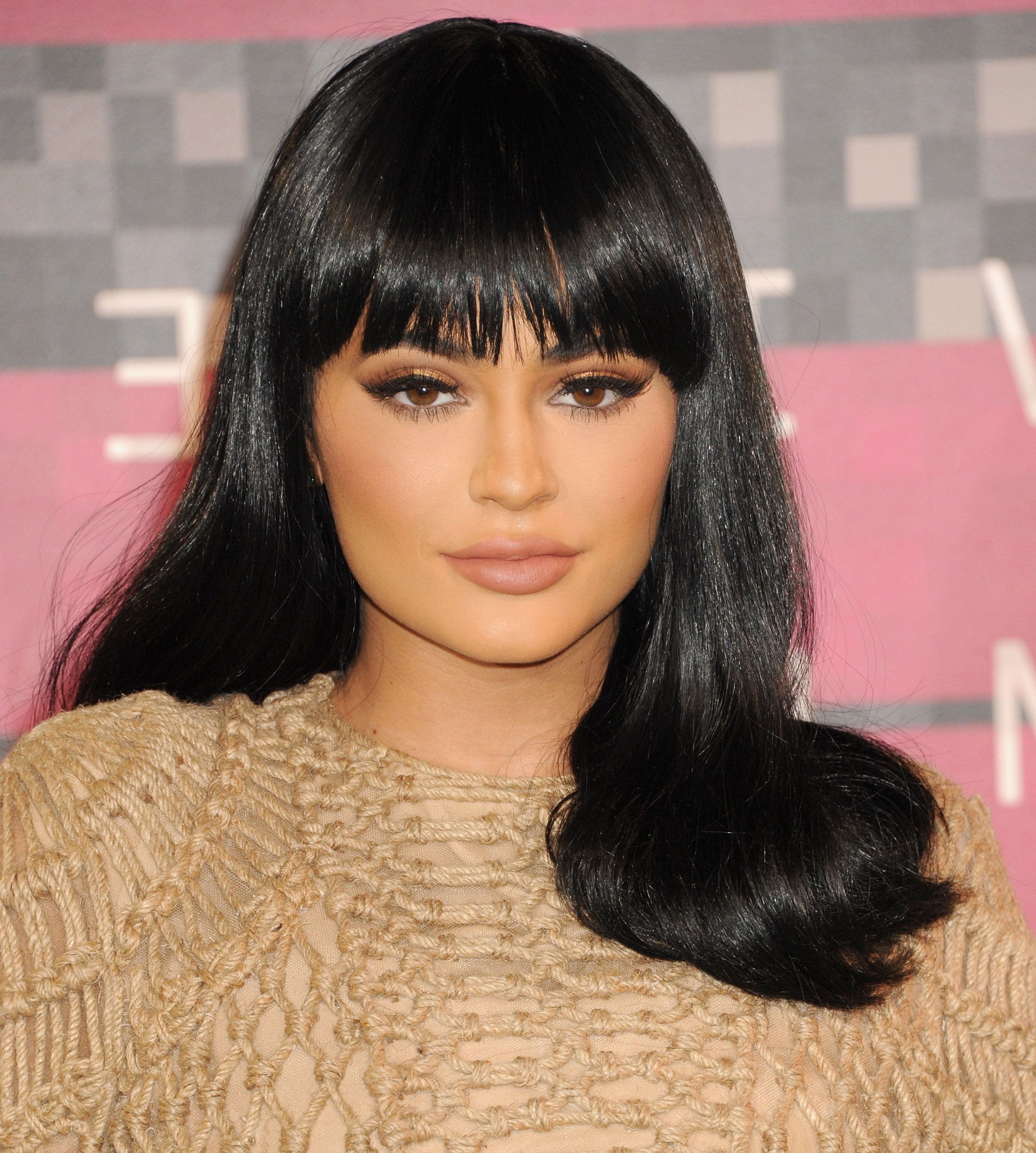 Latest Kylie Jenner Medium Haircuts Regarding 50 Best Kylie Jenner Hair Looks – The Best Hairstyles Of Kylie Jenner (View 14 of 20)