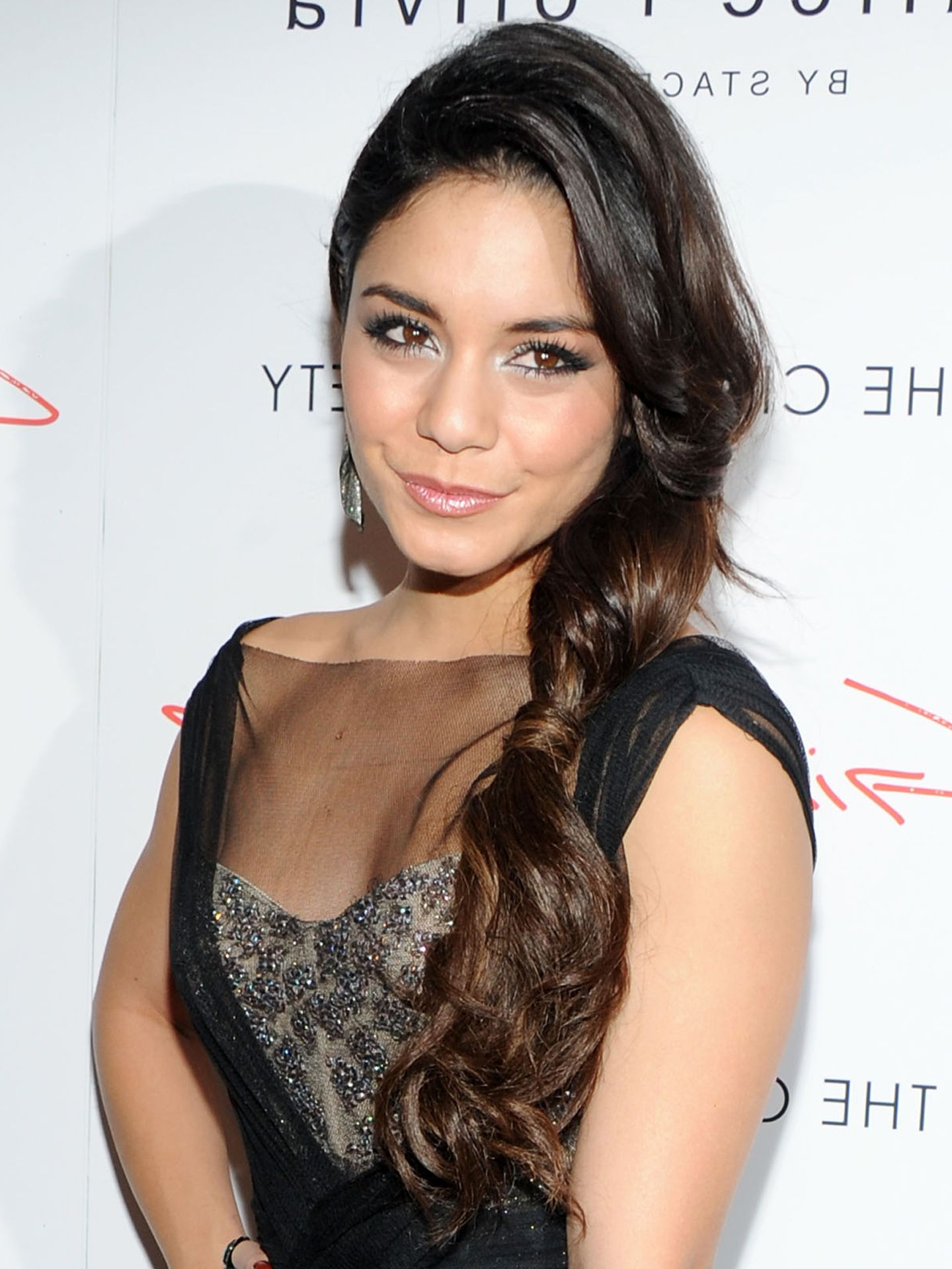 Latest Vanessa Hudgens Medium Hairstyles Regarding 11 Side Swept Hairstyles – Celebrity Side Hairstyle Inspiration (View 10 of 20)