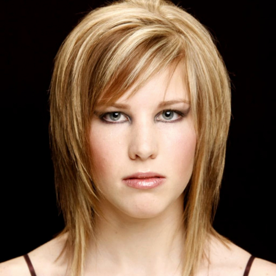 Layered Hairstyles For Medium Length Hair With Side Fringe 13 Short In Popular Medium Hairstyles Side Fringe (View 15 of 20)