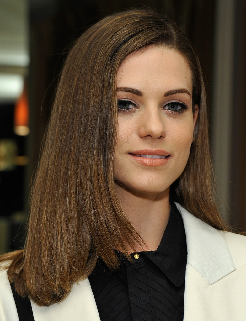 Lyndsy Fonseca Shoulder Length Hairstyles Looks – Stylebistro Regarding Widely Used Medium Hairstyles Side Part (Gallery 12 of 20)