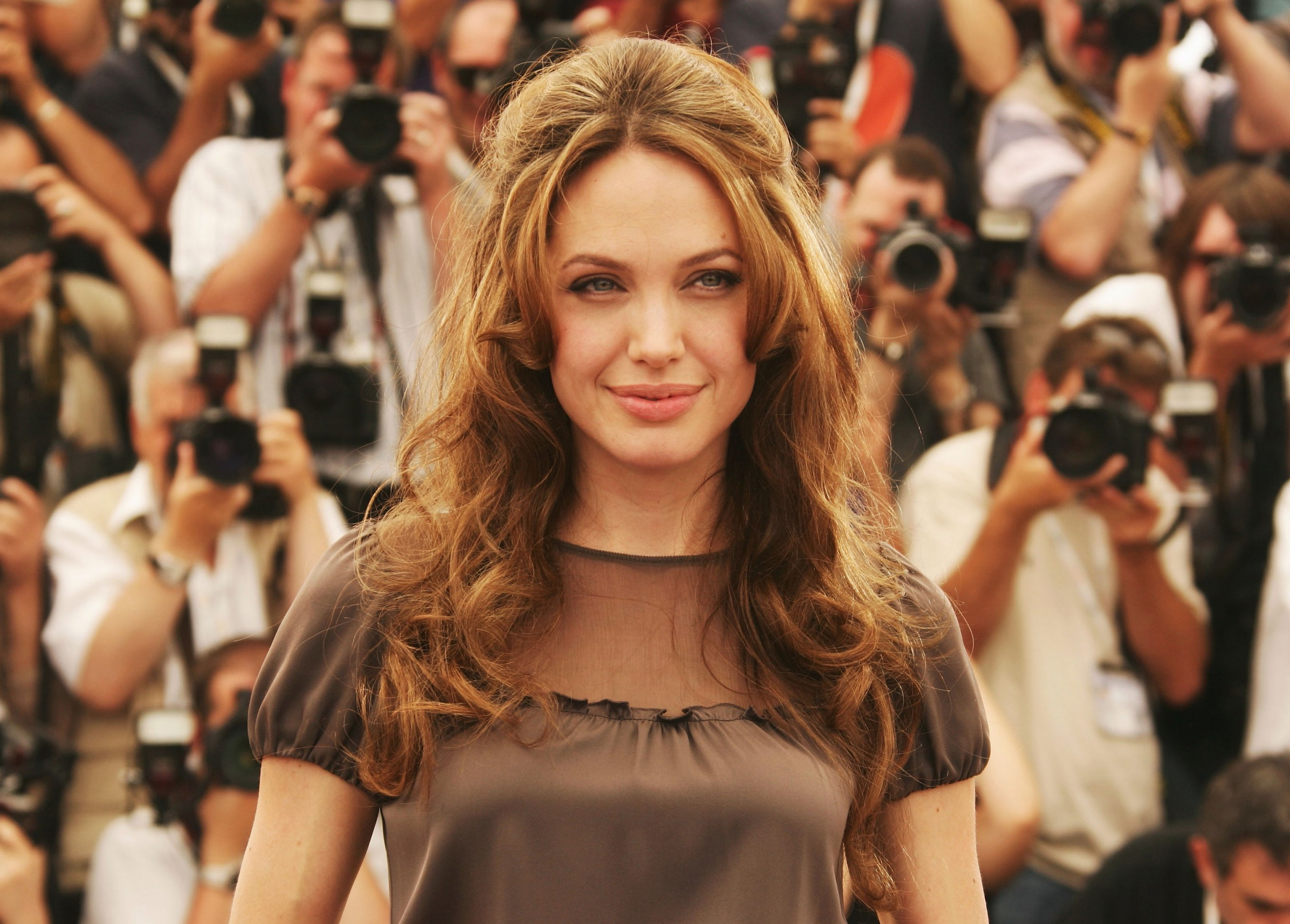 Medium Hair Styles Ideas Intended For Popular Angelina Jolie Medium Hairstyles (View 4 of 20)