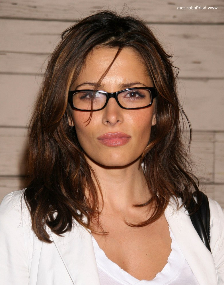 Medium Hairstyles For Women With Glasses Hot Medium Hairstyles Within Best And Newest Medium Hairstyles With Glasses (View 5 of 20)