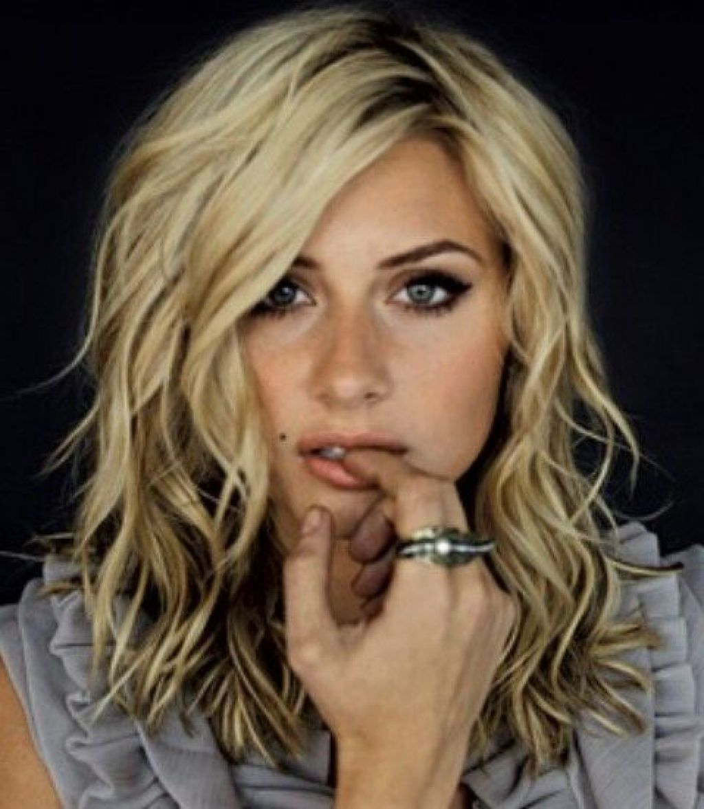 Medium Layered Wavy Hairstyles – Hairstyle For Women & Man Inside Most Recently Released Medium Layered Wavy Haircuts (View 10 of 20)