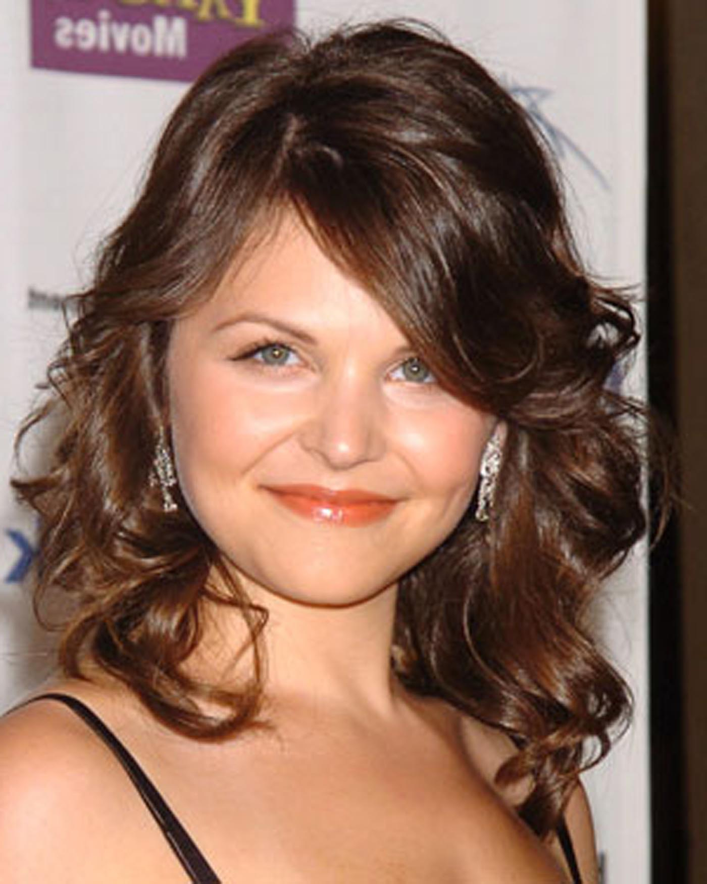 Medium Wavy Layered Hairstyles – Hairstyle For Women & Man With Well Liked Medium Layered Wavy Haircuts (View 8 of 20)